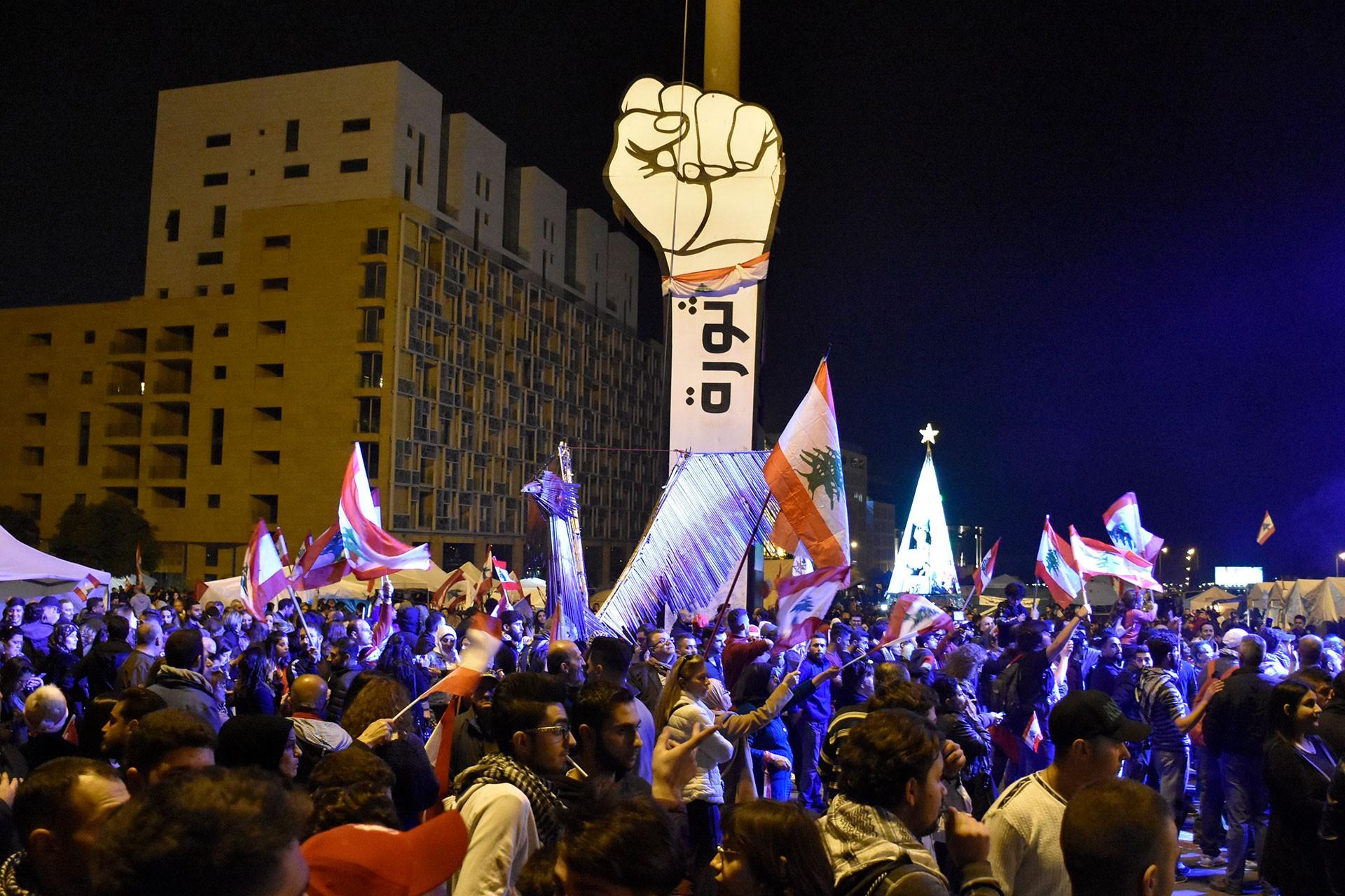 Lübnan'da halk sokakta