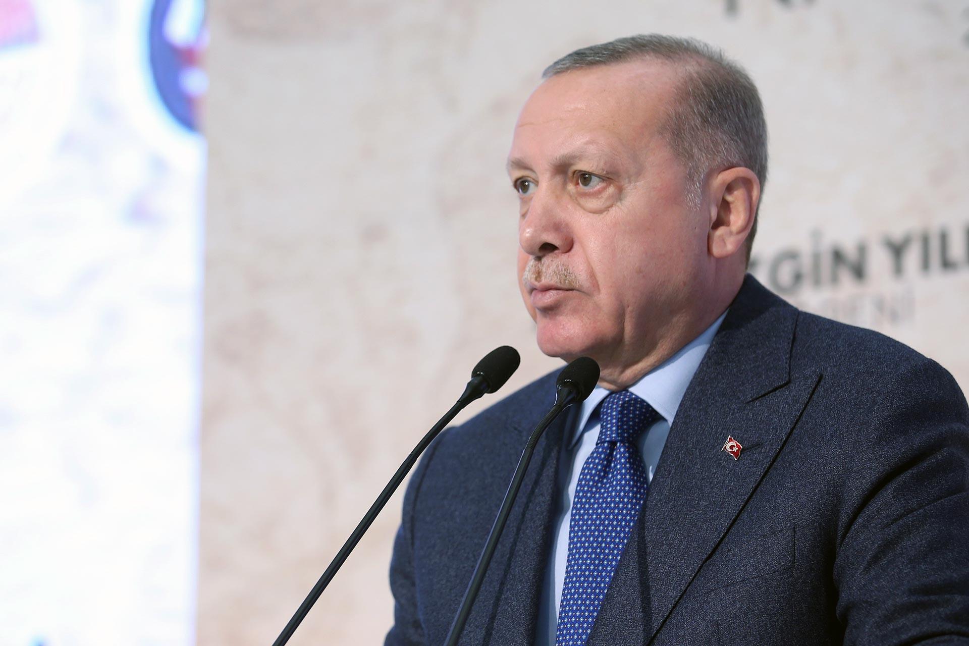 Kürsüde konuşma yapan Tayyip Erdoğan
