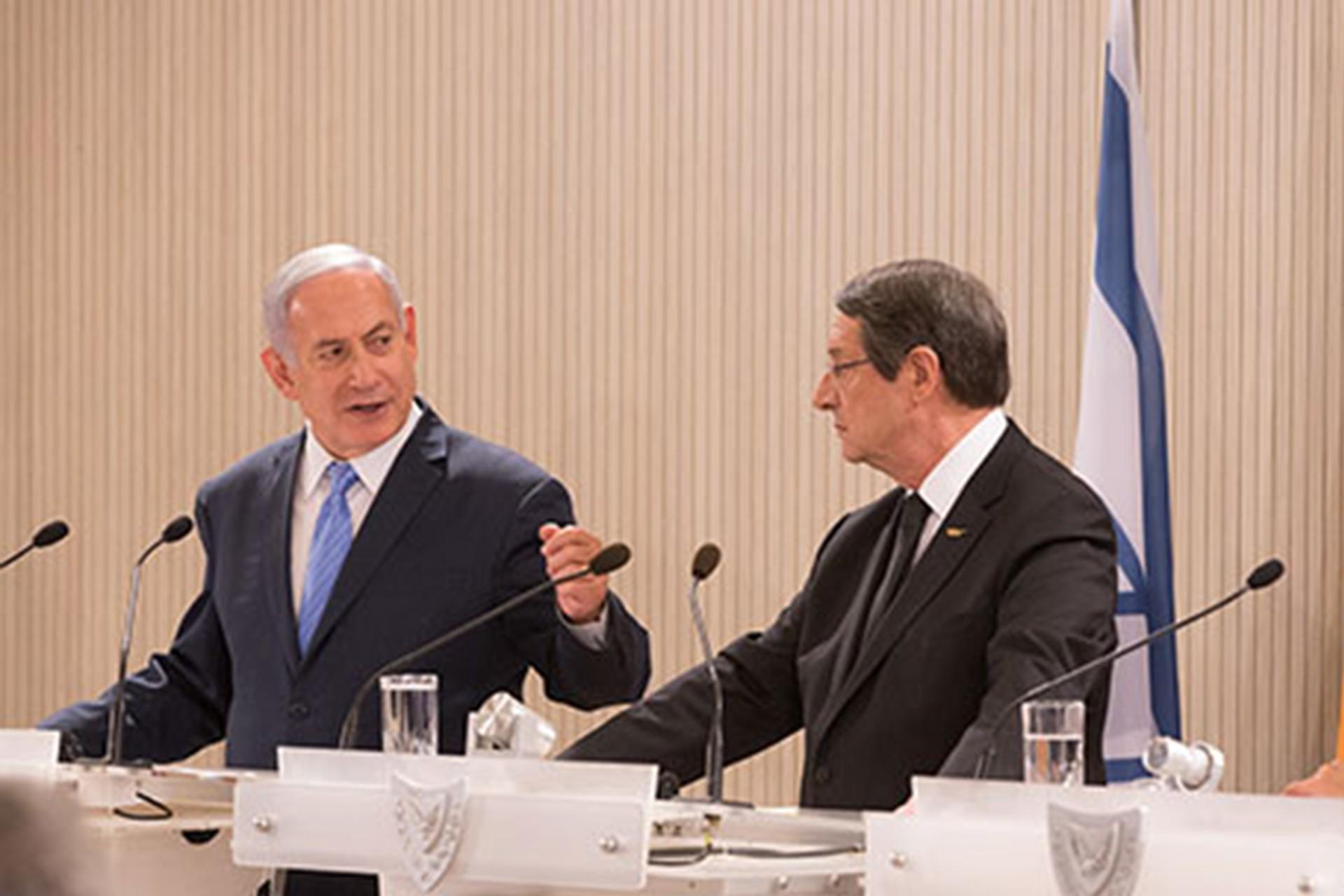 İsrail Başbakanı Benyamin Netanyahu ve Rum Yönetimi lideri Nikos Anastasiadis