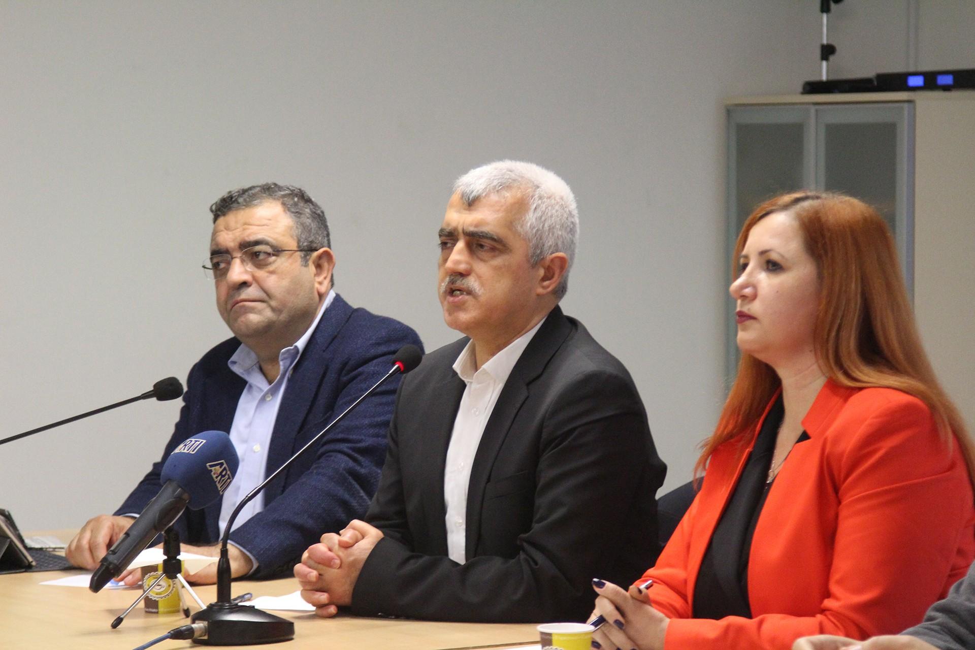 Ömer Gergerlioğlu basın açıklamasında konuşuyor
