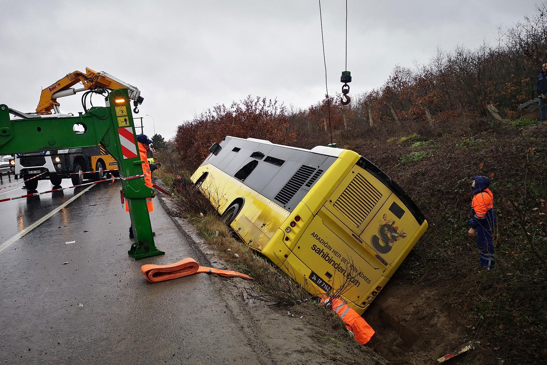 Çekmeköy'de kaza yapan yolcu otobüsü