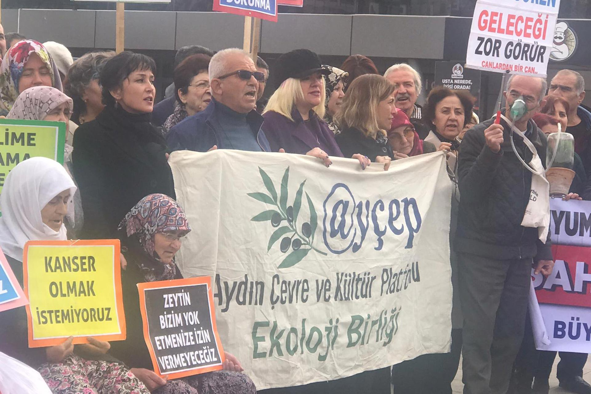 Kızılcaköy'de yapılmak istenen JES'e karşı halk eylem yaparken