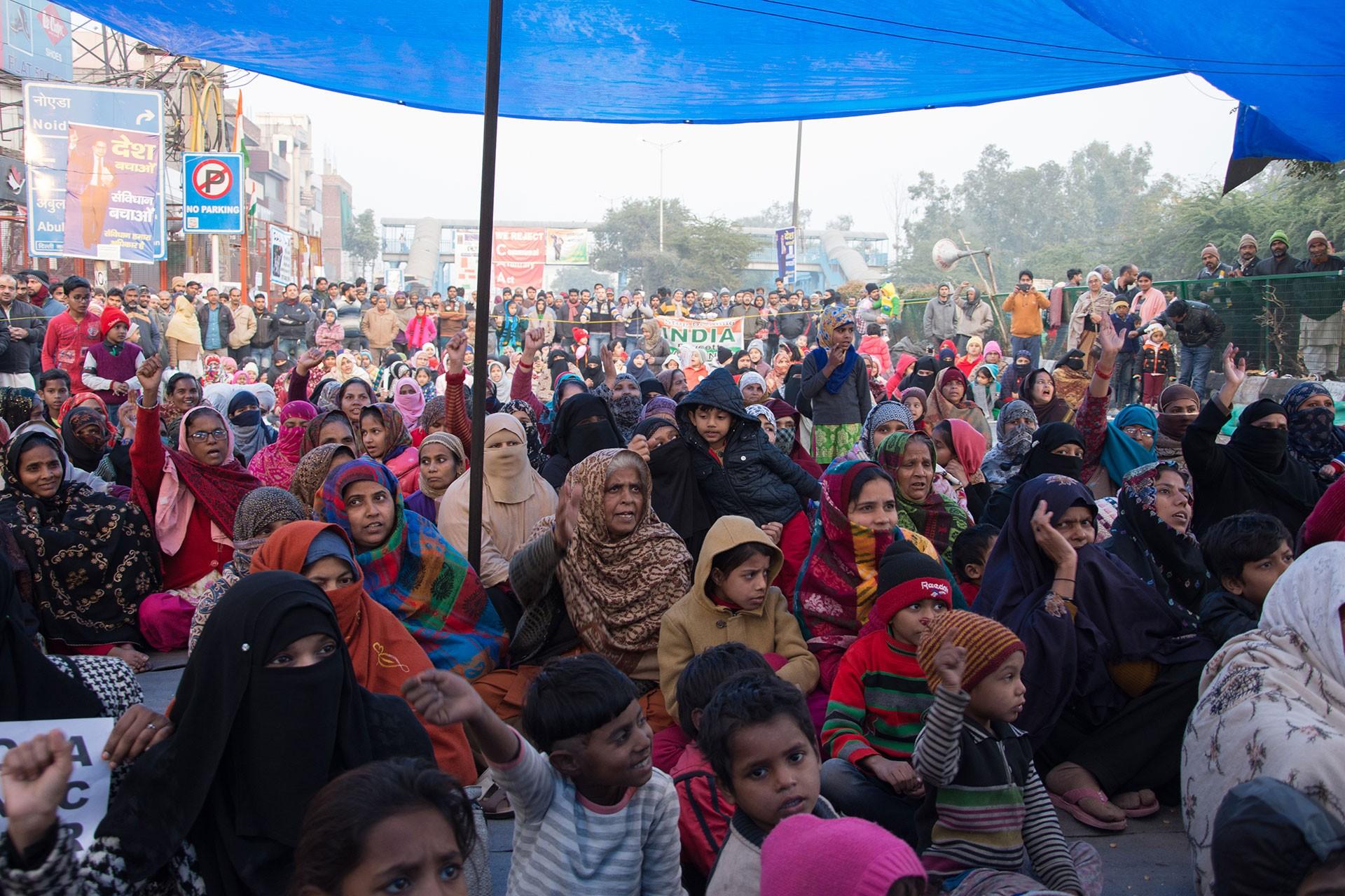 Yeni Delhi'nin Shaheen Bagh banliyösünde, çoğu kadınlardan oluşan yüzlerce kişinin yaptığı oturma eylemi 10 gündür devam ediyor.