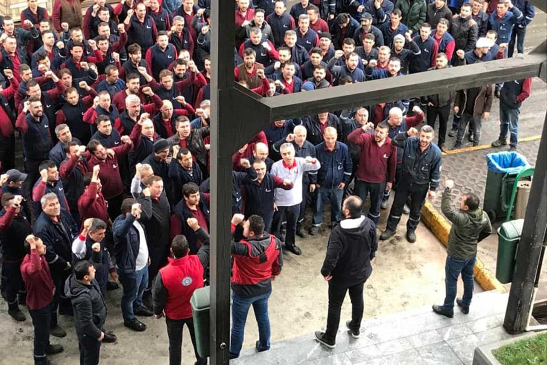 Metal işçileri eylem yapıyor.