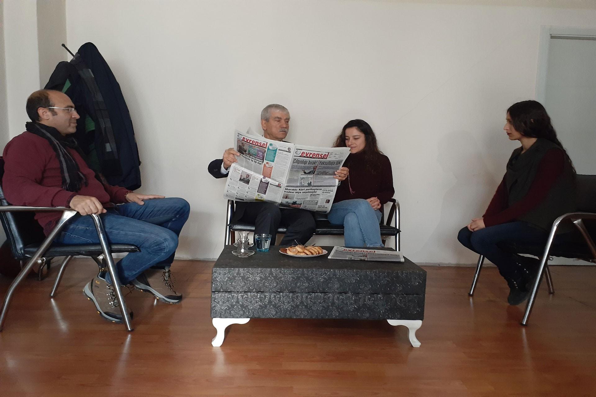 İzmir CHP Mİlletvekili Kani Beko Evrensel'i ziyaret etti