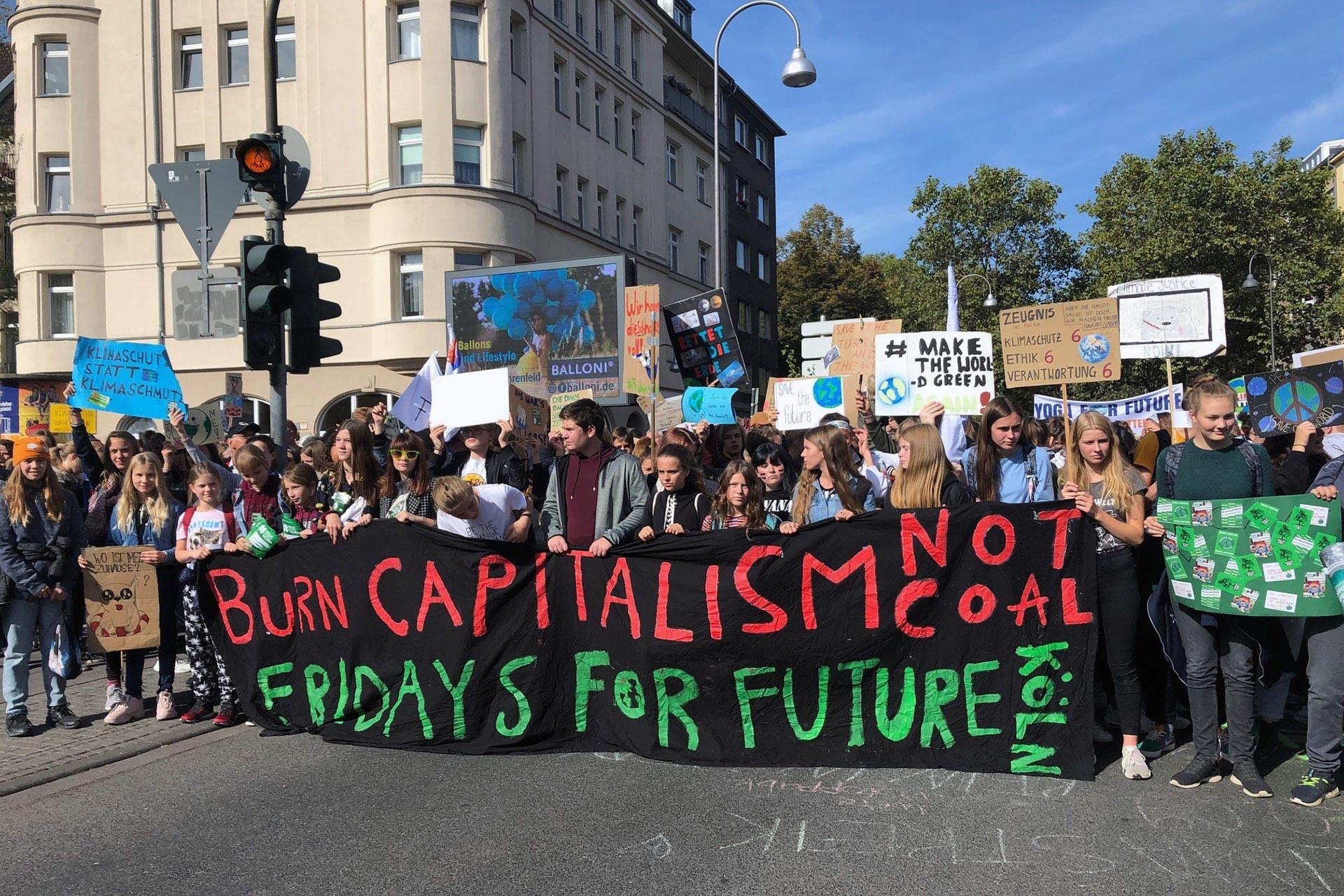 Avrupa'da iklim değişikliği nedeniyle düzenlenen 'Fridays For Future' eylemi