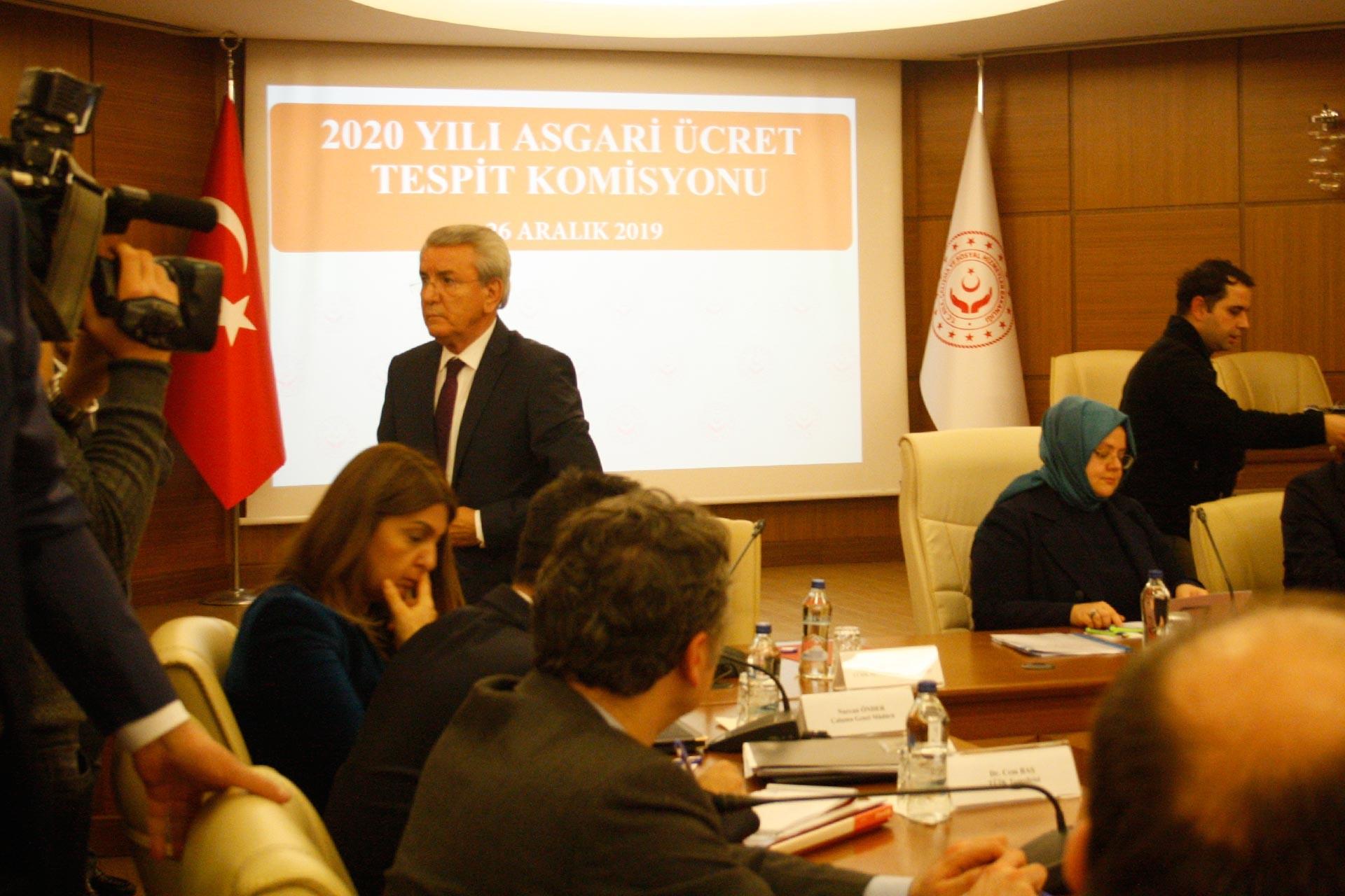 Türk-İş Temsilcisi Nazmi Irgat 2020 Yılı Asgari Ücret Tespit Komisyonu toplantısını terk ederken