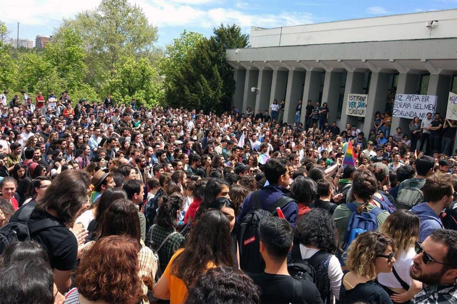 ODTÜ yönetimini protesto eden öğrenciler