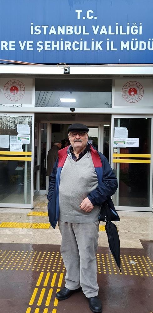 Kanal İstanbul projesine itiraz etmek üzere Çevre ve Şehircilik İl Müdürlüğüne dilekçe vermek için sırada bekleyen Sadık Yazıcı adlı yurttaş