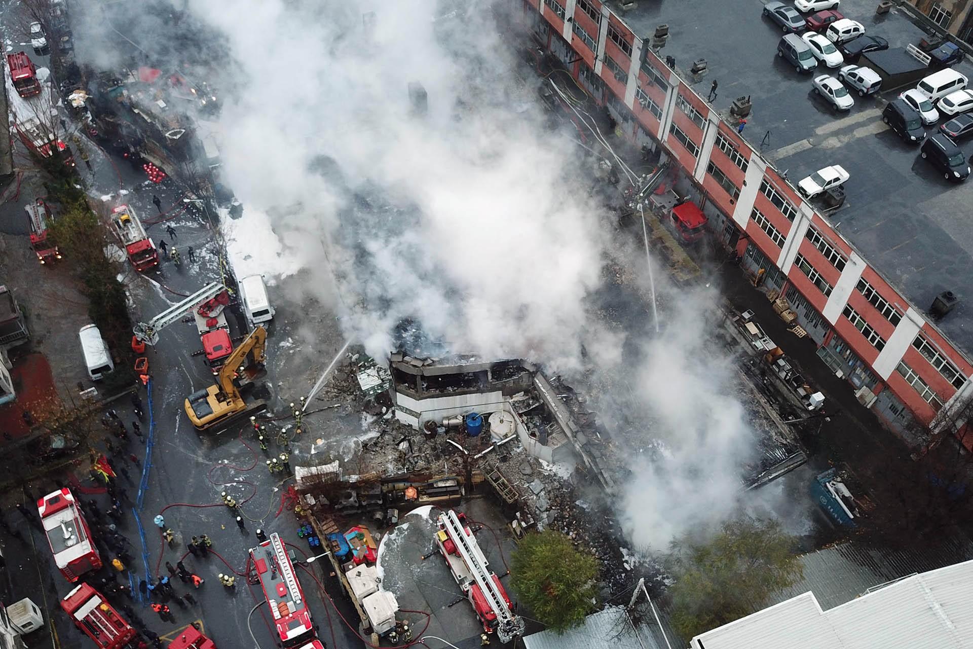 Yangın çıkan fabrikanın havadan görüntüsü