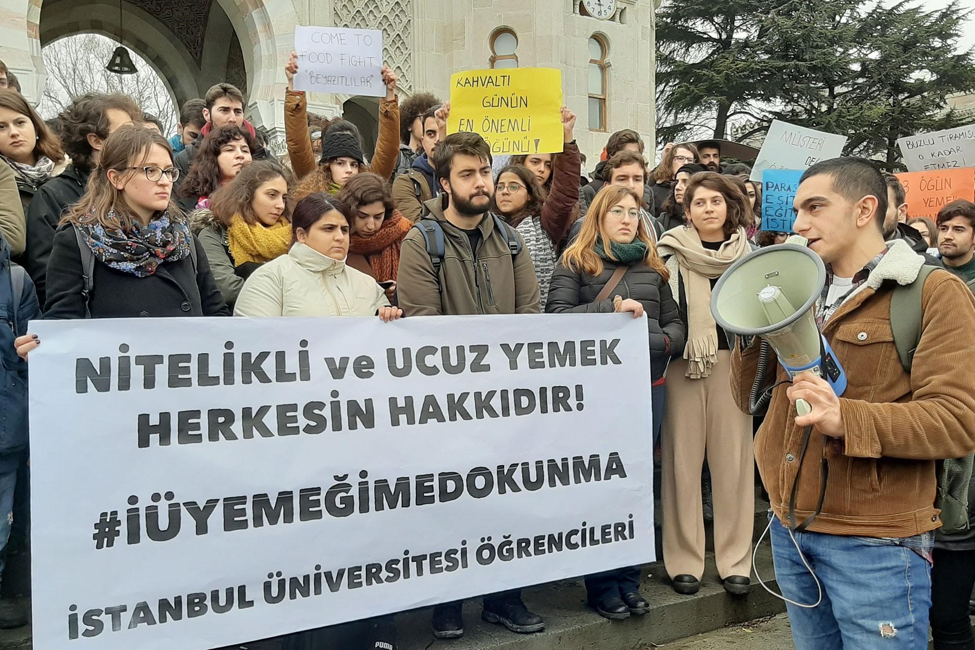 İstanbul Üniversitesi öğrencileri