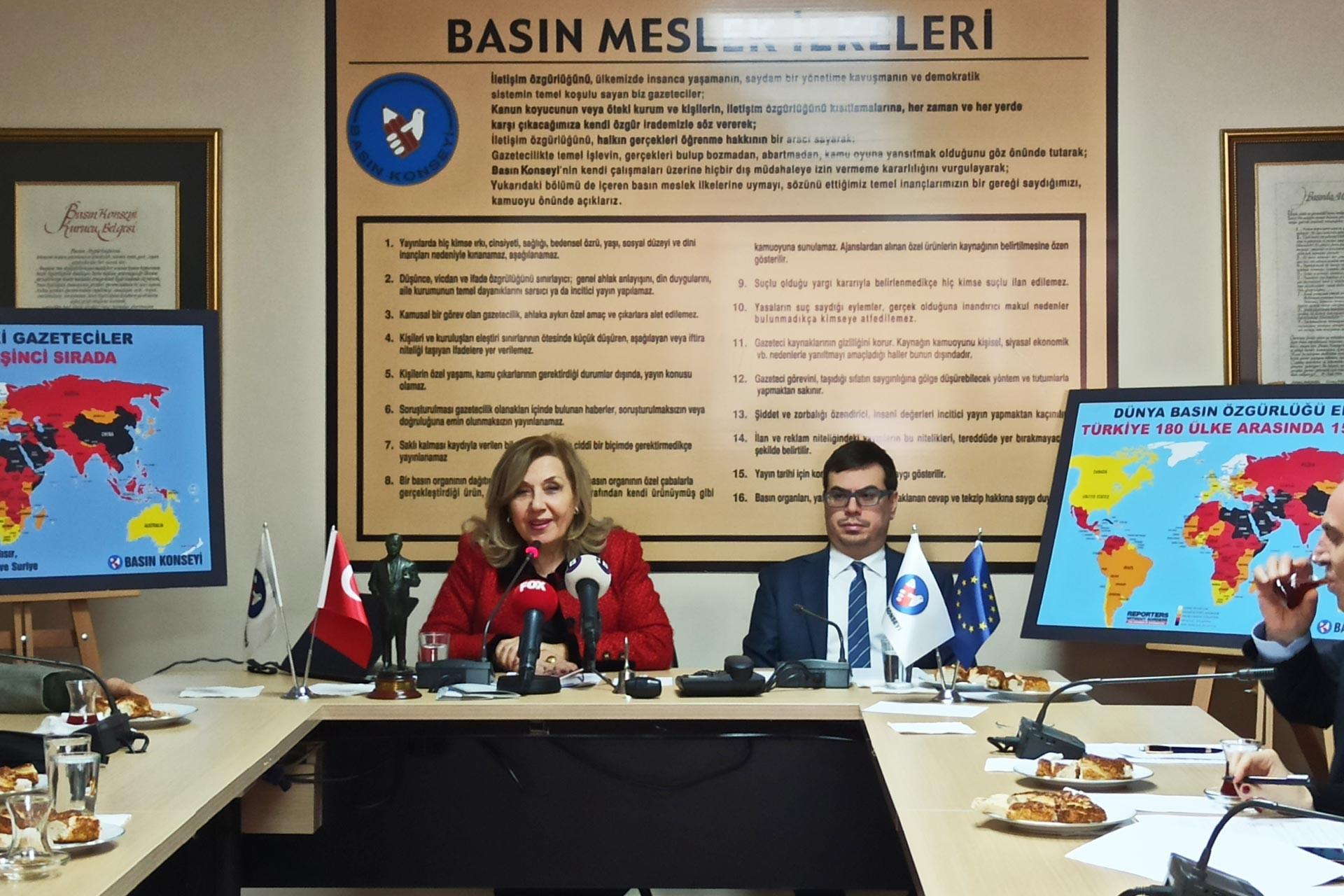 Basın Konseyi Başkanı Pınar Türenç 2019 yılını değerlendirdiği basın toplantısında konuşurken