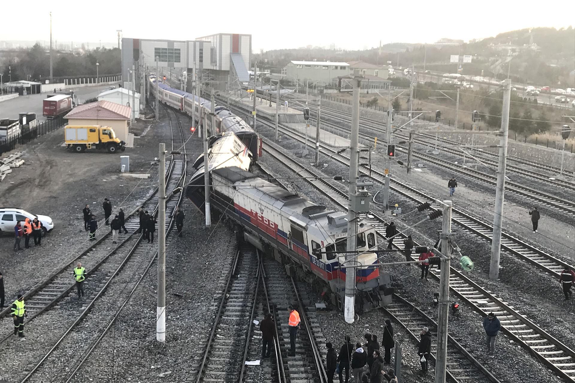 Devrilen tren vagonları