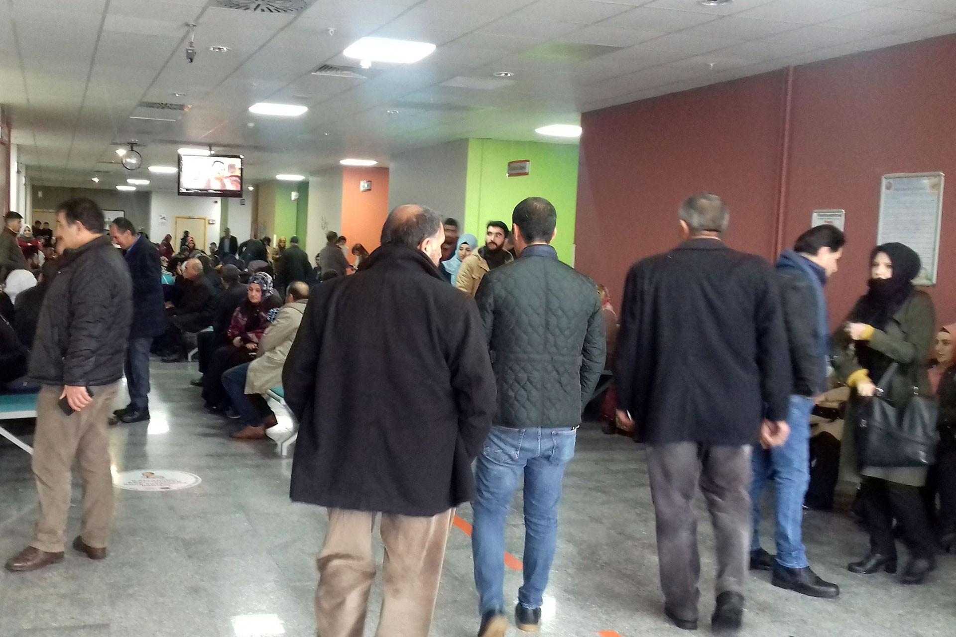 Van Yüzüncü Yıl Üniversitesi hastanesinde sıra bekleyen hastalar