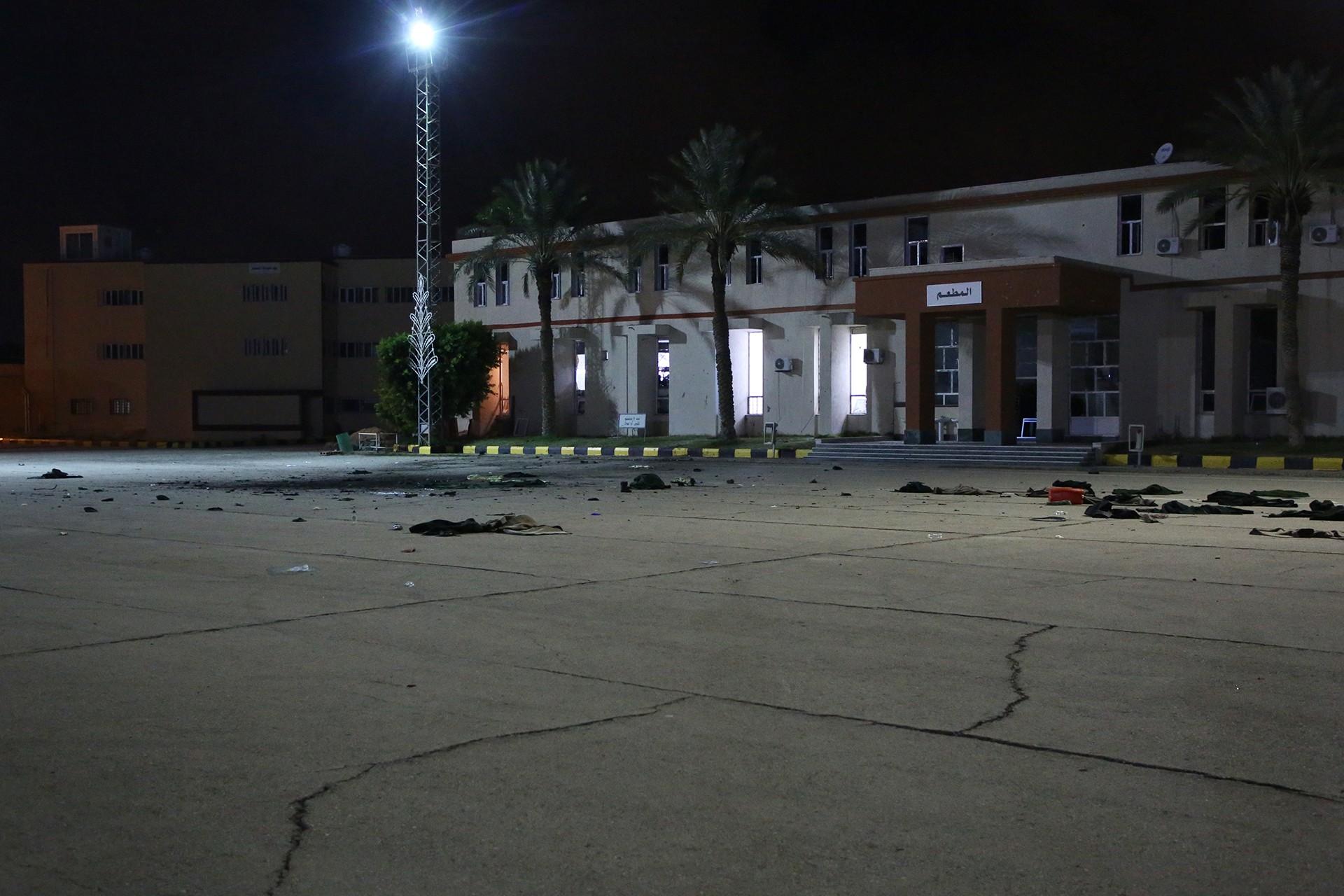 Askeri okul öğrenci yurduna düzenlenen hava saldırısının ardından okulun bahçesi