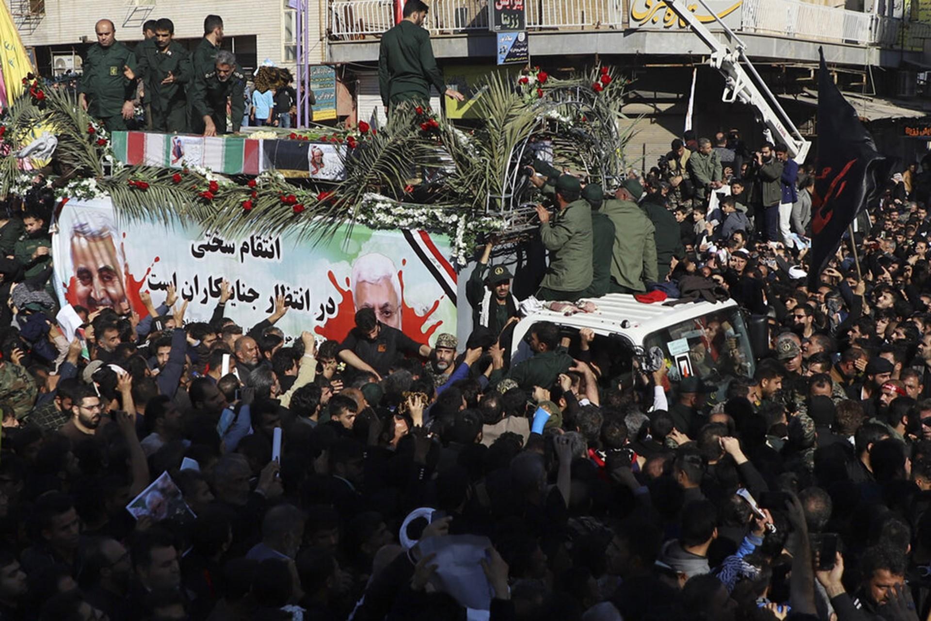 Kasım Süleymani'nin naaşı İran'a getirildi