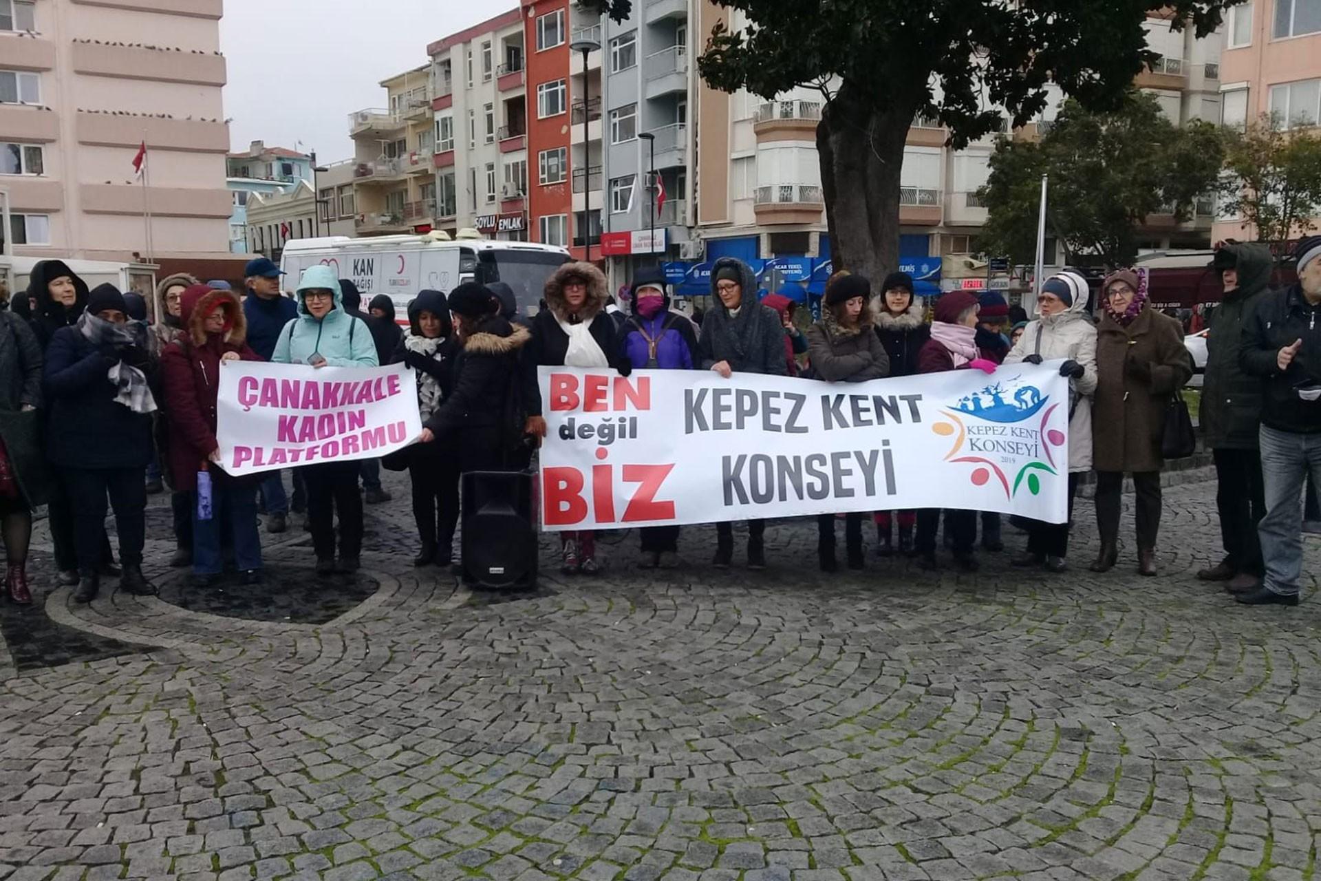 Çanakkale Kadın Platformu ve Kepez Kent Konseyi üyesi kadınlar