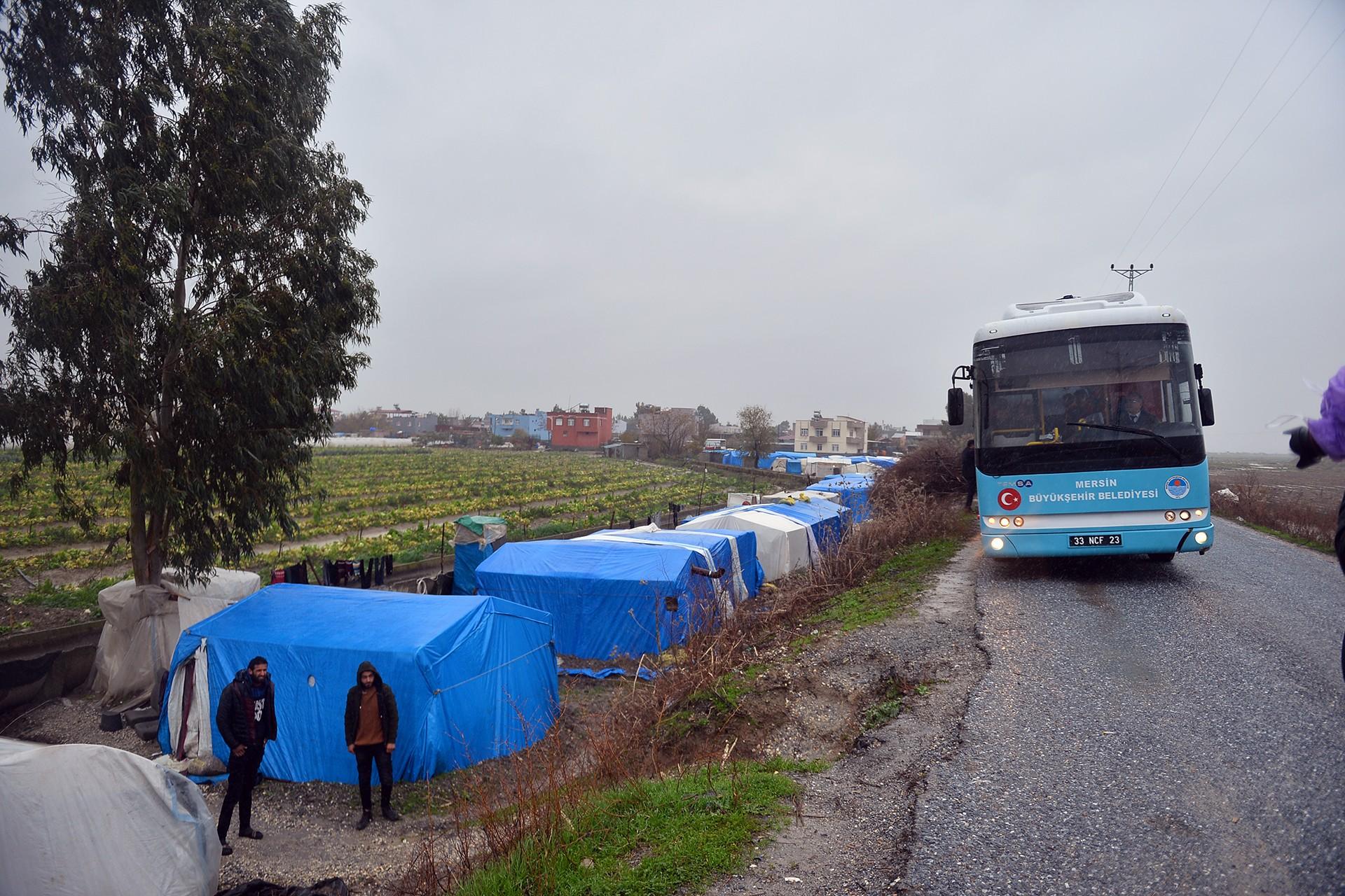 Mersin'de çadırda kalan tarım işileri