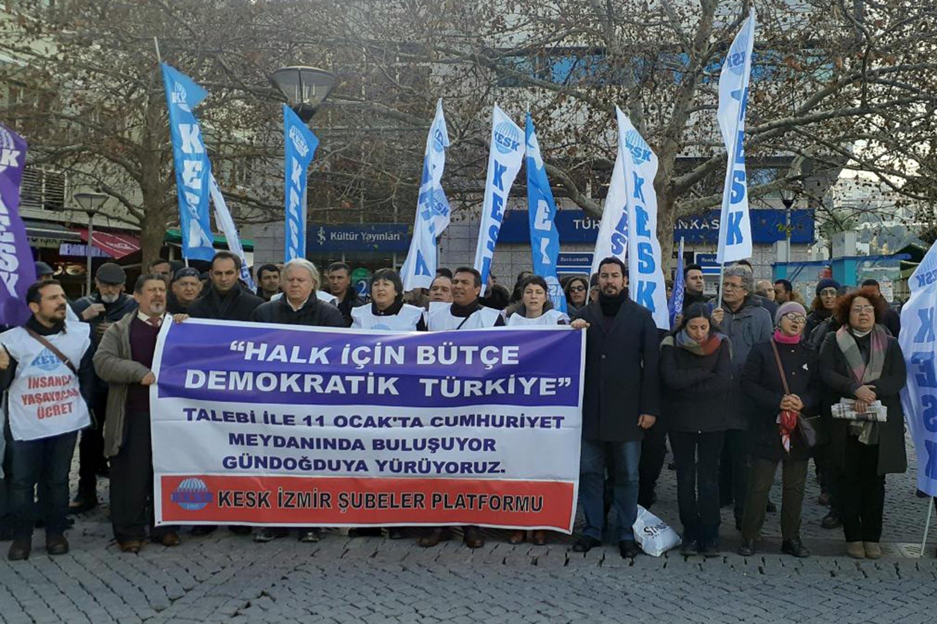 İzmir Emek ve Demokrasi Güçleri, KESK'in 11 Ocak'ta Gündoğdu Meydanı'nda yapacağı mitinge katılım çağrısı yaparken