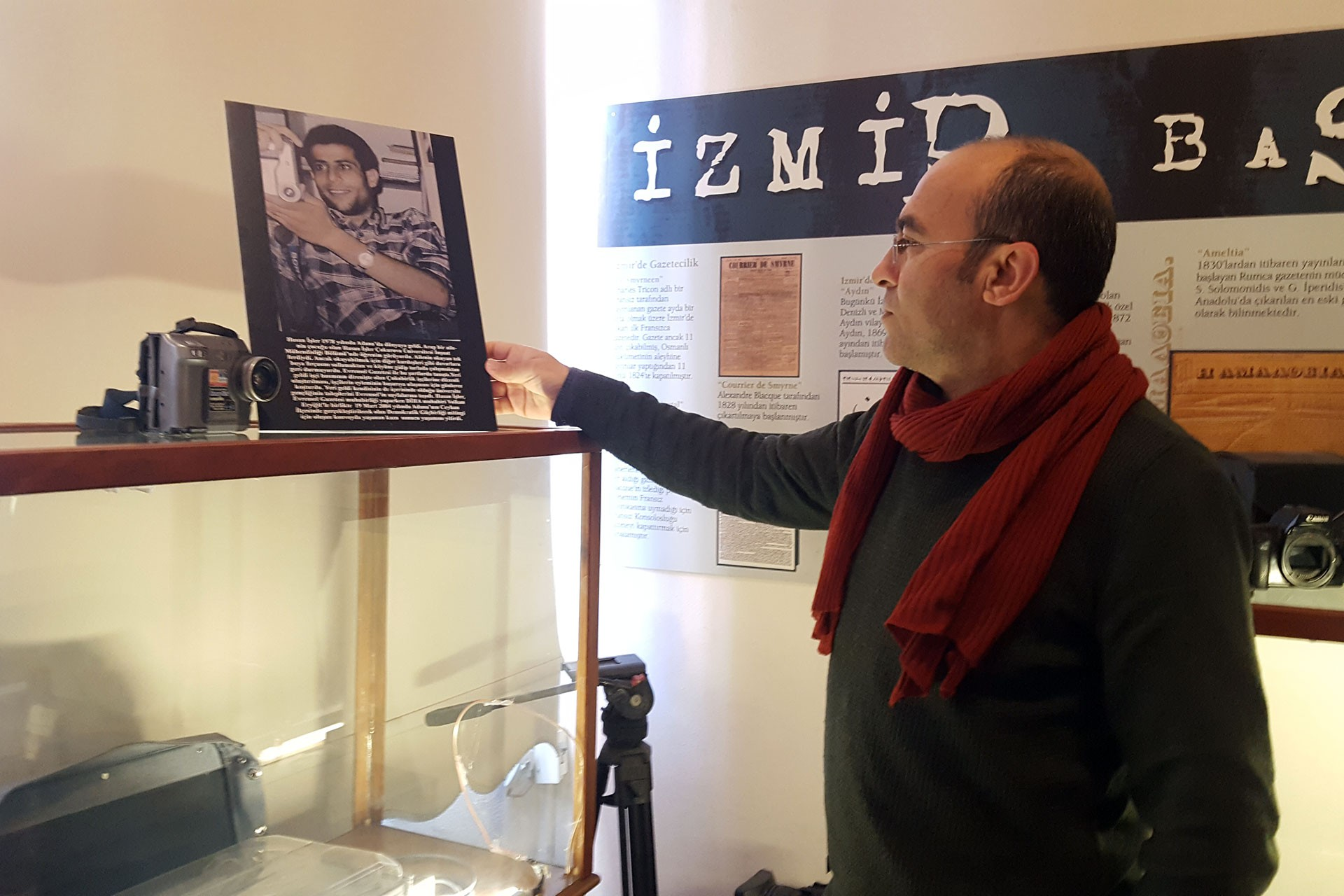 Özer Akdemir, İzmir Basın Müzesinde Hasan İşler'e ayrılan köşede