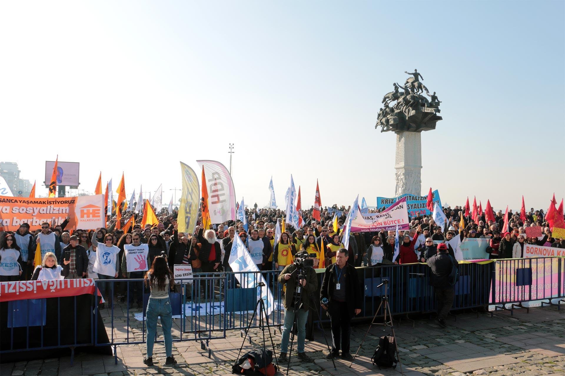 Hükümetin 2020 bütçesini protesto etmek üzere miting düzenleyen İzmirli işçi ve emekçiler