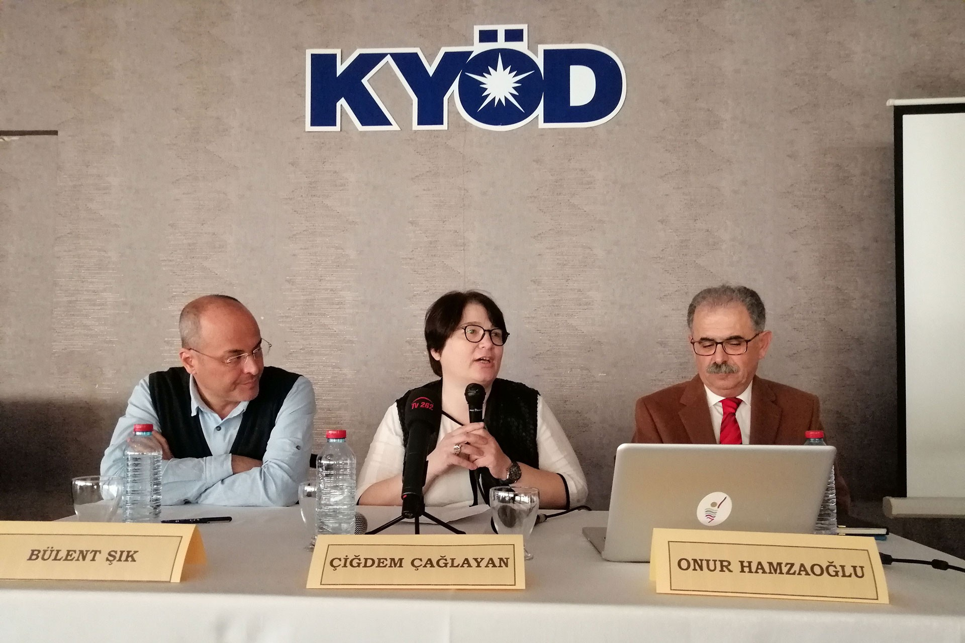 (Soldan sağa) Yrd. Doç. Dr. Bülent Şık, Prof. Dr. Çiğdem Çağlayan ve Prof. Dr. Onur Hamzaoğlu