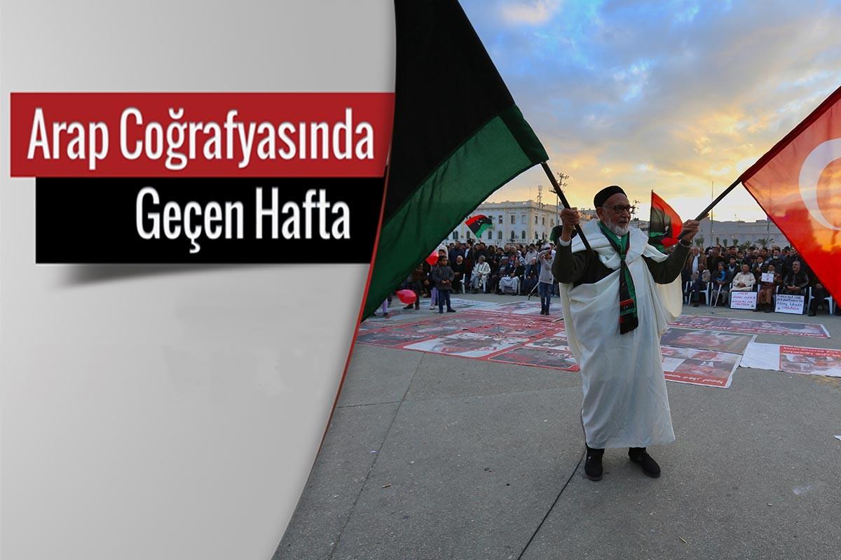 Libyalı bir yaşlı hem Libya hem de Türkiye bayrağı kaldırıyor
