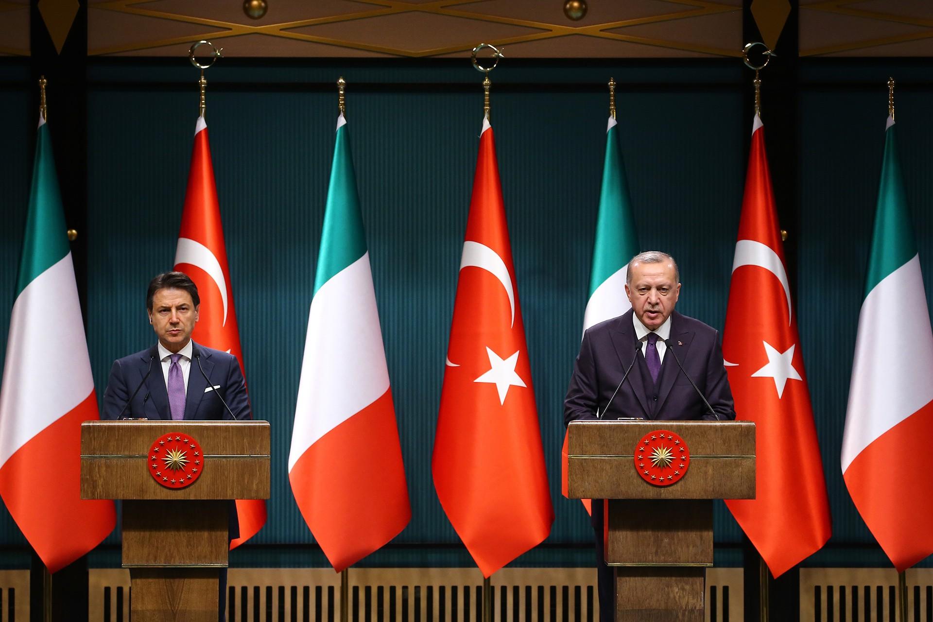 Cumhurbaşkanı Tayyip Erdoğan ve İtalya Başbakanı Giuseppe Conte basın toplantısı düzenliyor.