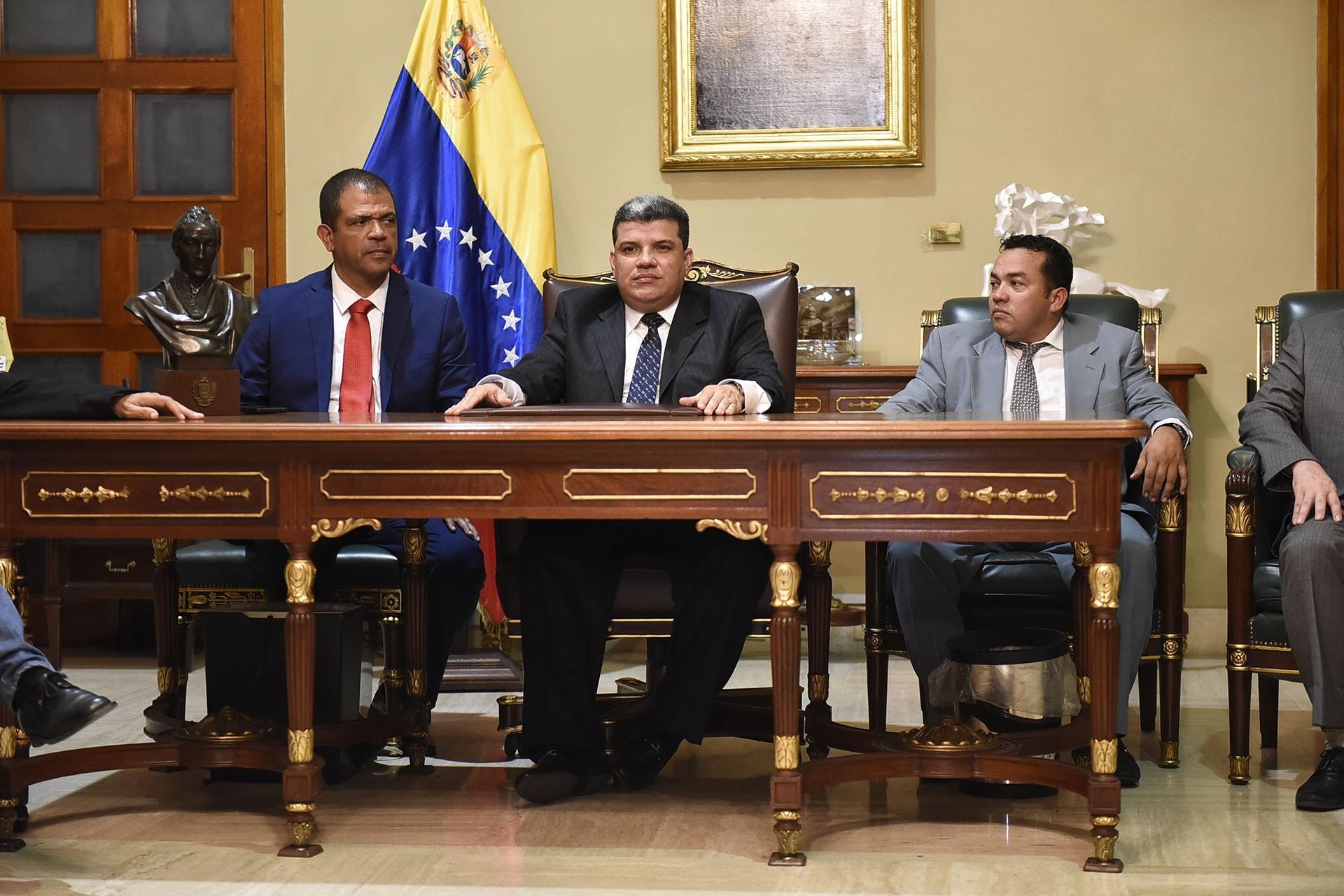Luis Parra (ortada)