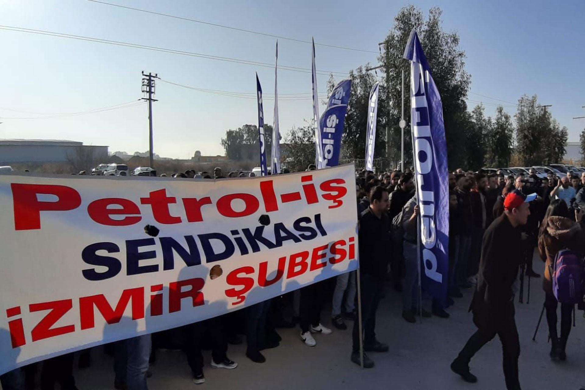 Petrol İş üyesi işçiler çalışma koşullarına ilişkin eylem yaptı
