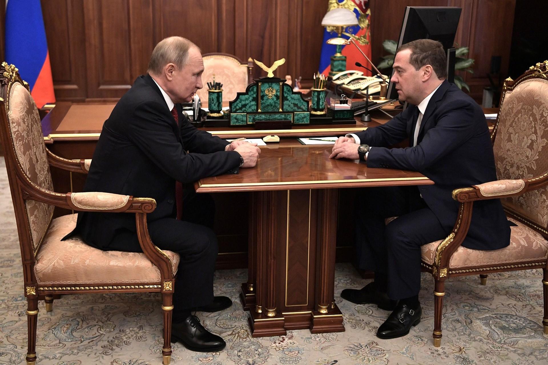 Rusya Devlet Başkanı Vladimir Putin, Rusya Başbakanı Dmitriy Medvedev'i kabul etti