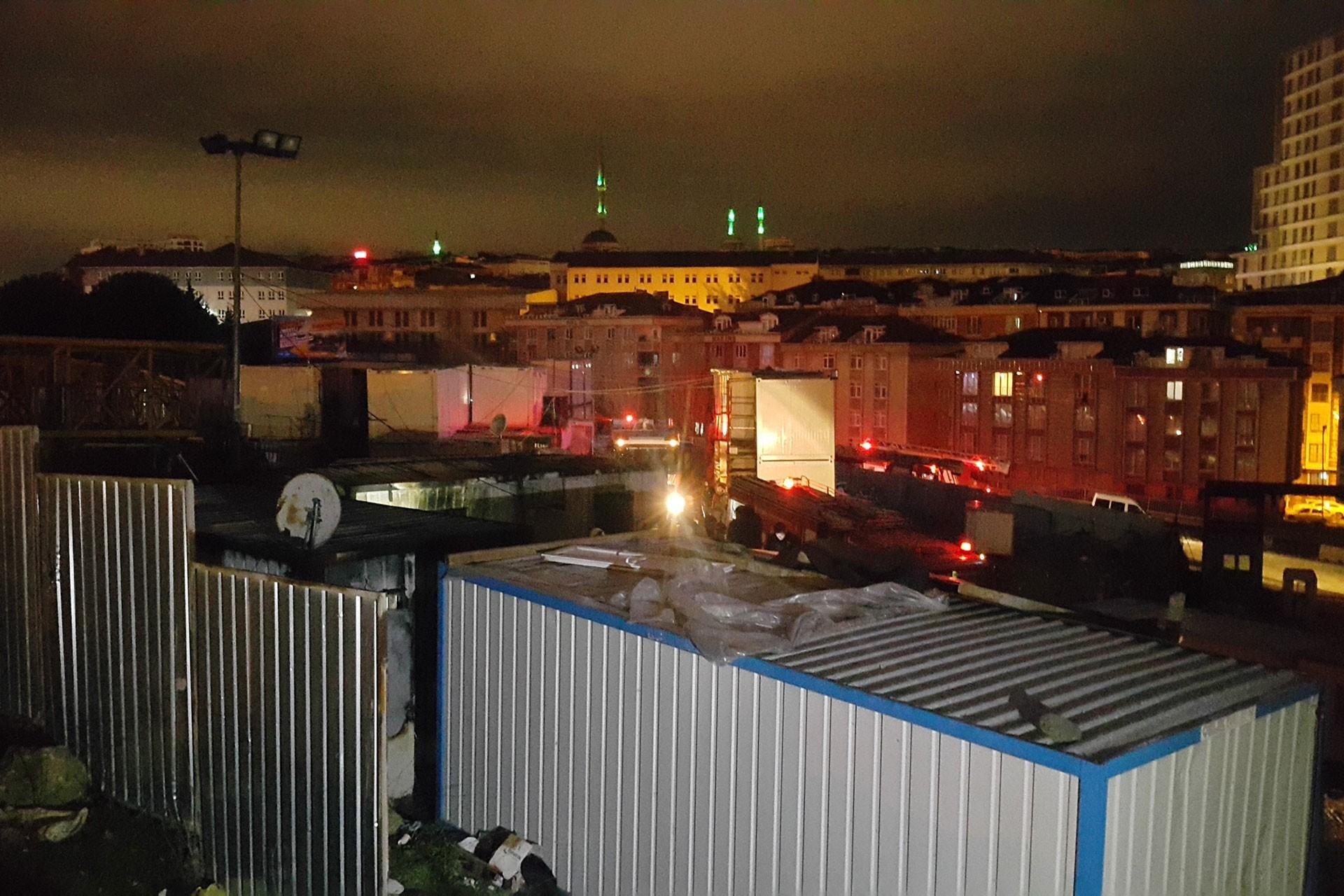 Sultangazi'de yangın çıkan konteyner