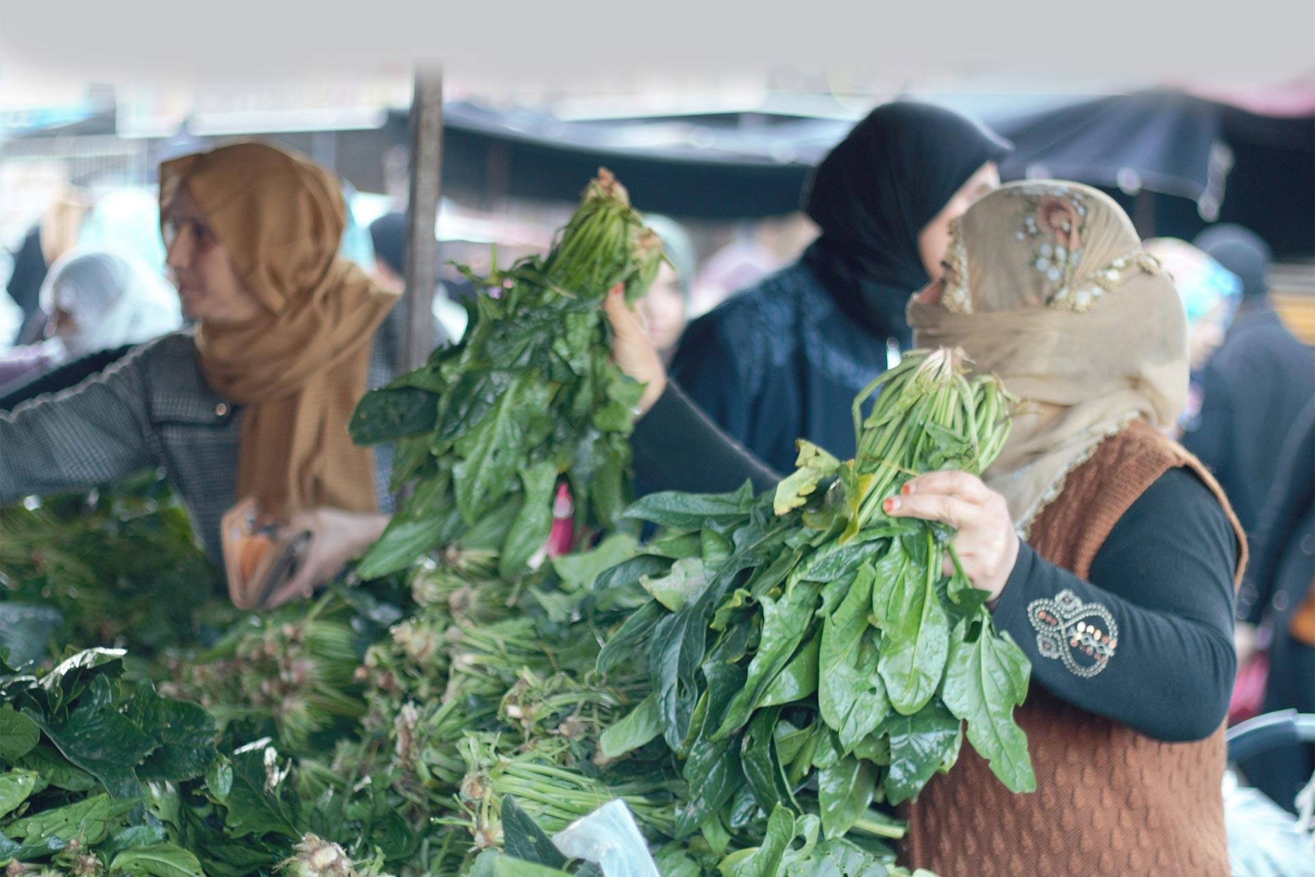 Adana'da pazar alışverişi