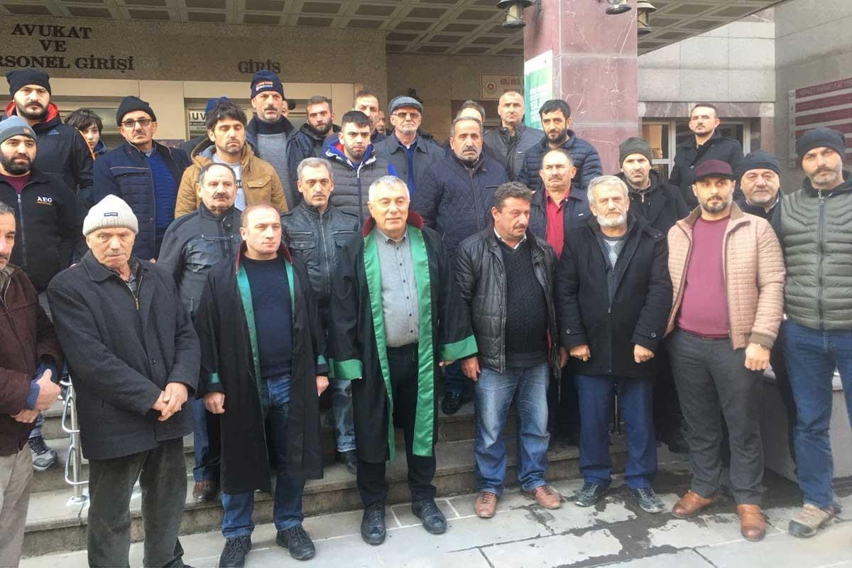HES çalışmalarını yargıya taşıyan Gürgen köylüleri adliye önünde.