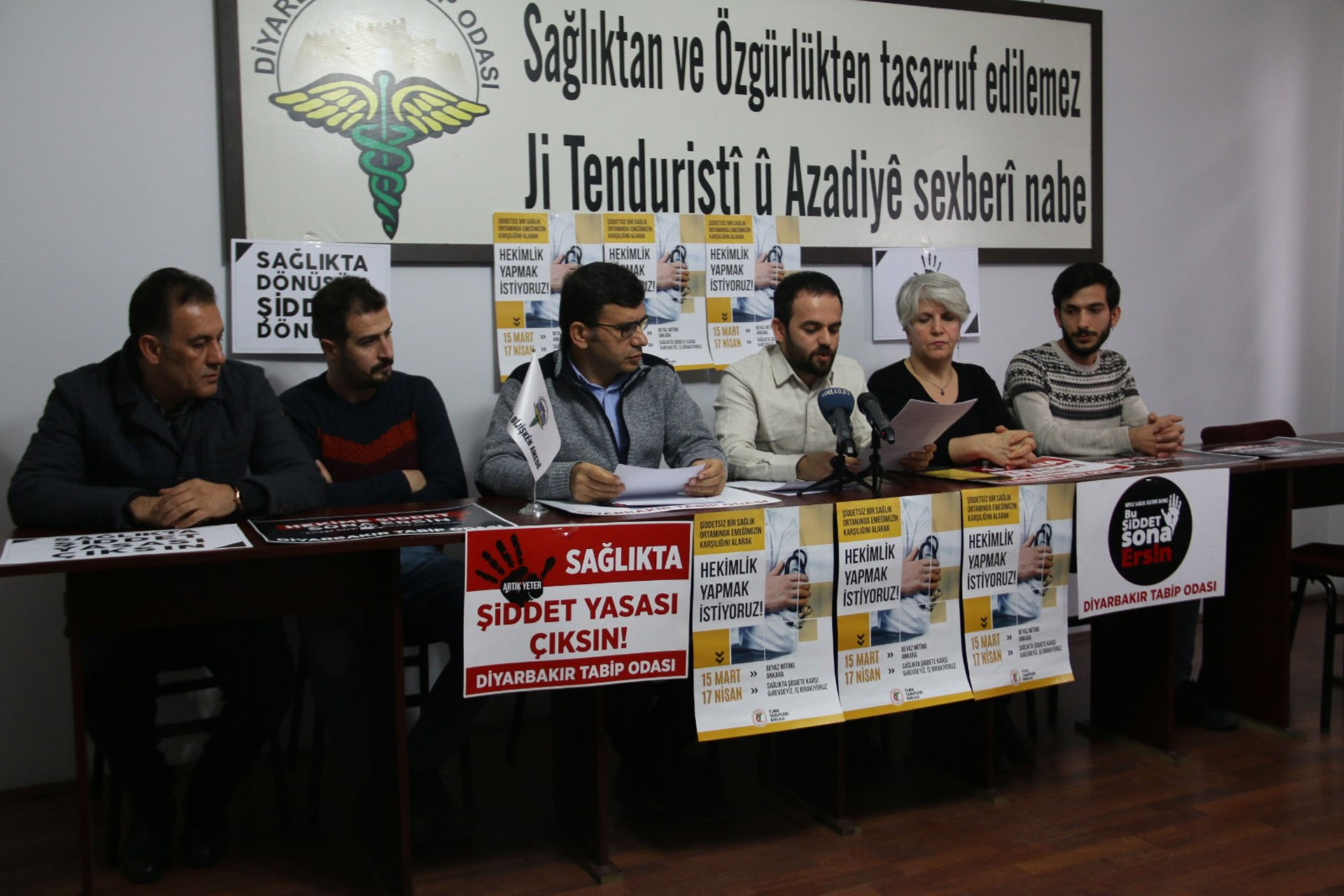 Diyarbakır'da sağlık emekçilerinin yaptığı basın açıklaması