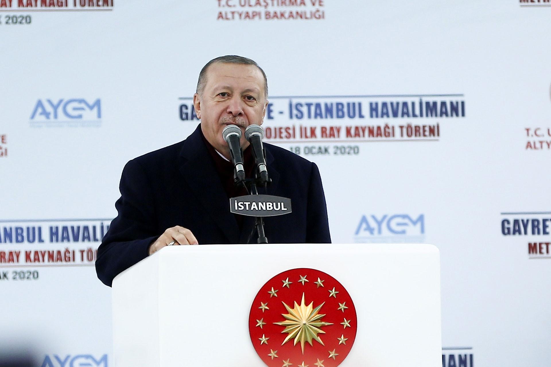 Recep Tayyip Erdoğan, Gayrettepe-İstanbul Havalimanı metro projesinin ilk ray kaynak töreninde konuşurken.