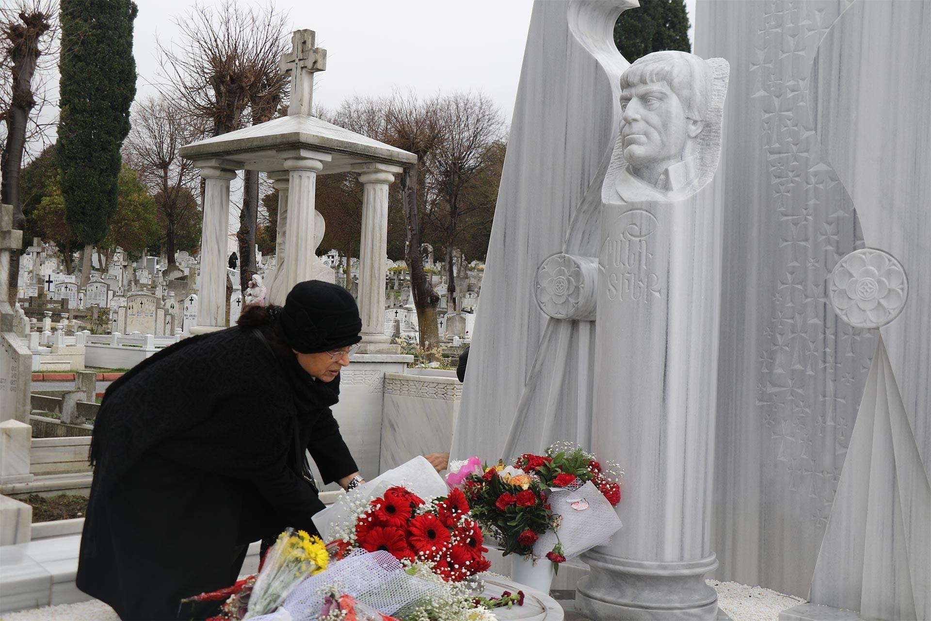 Hrant Dink'in mezarı başında eşi Rakel Dink