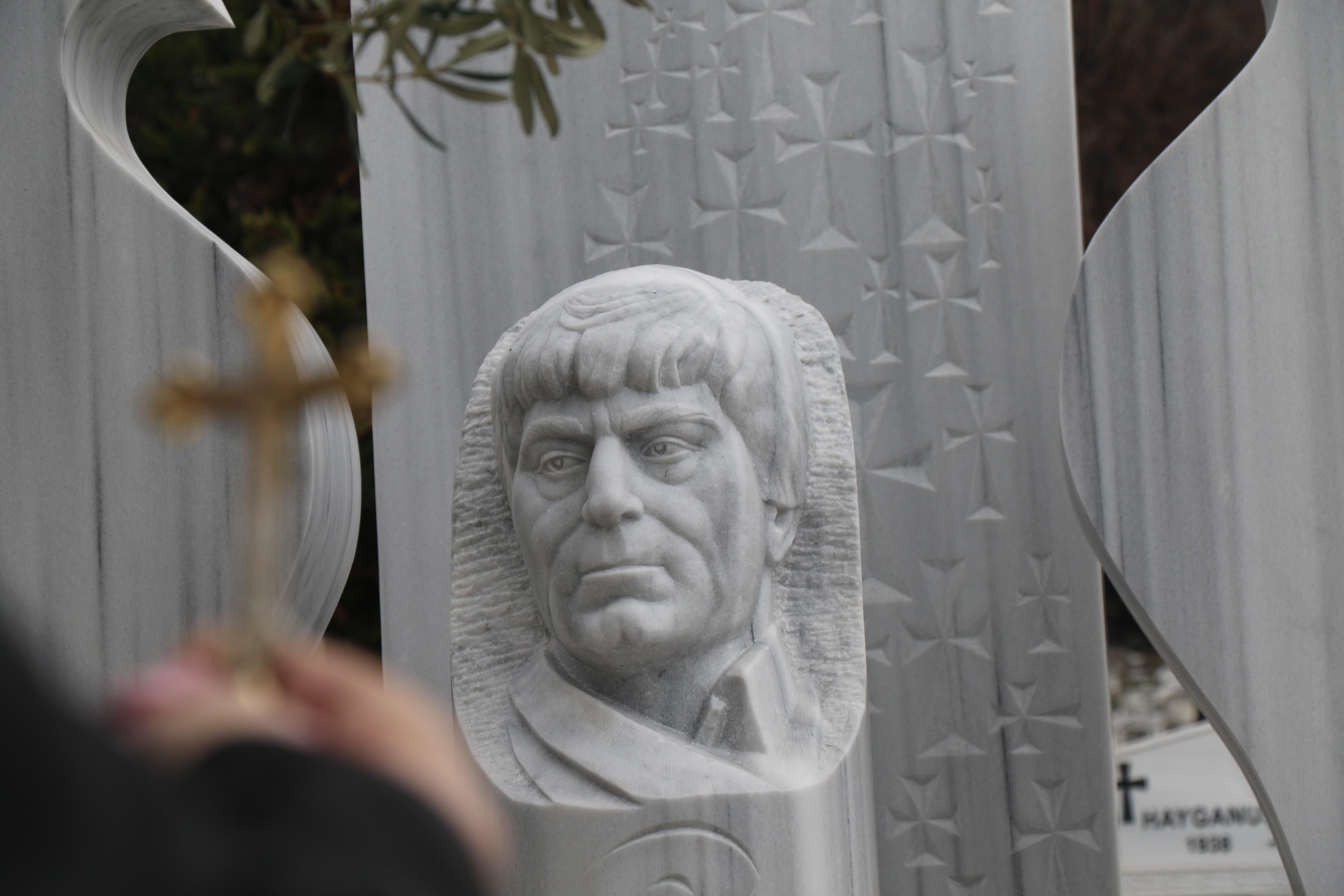 Hrant Dink'in mezar taşı