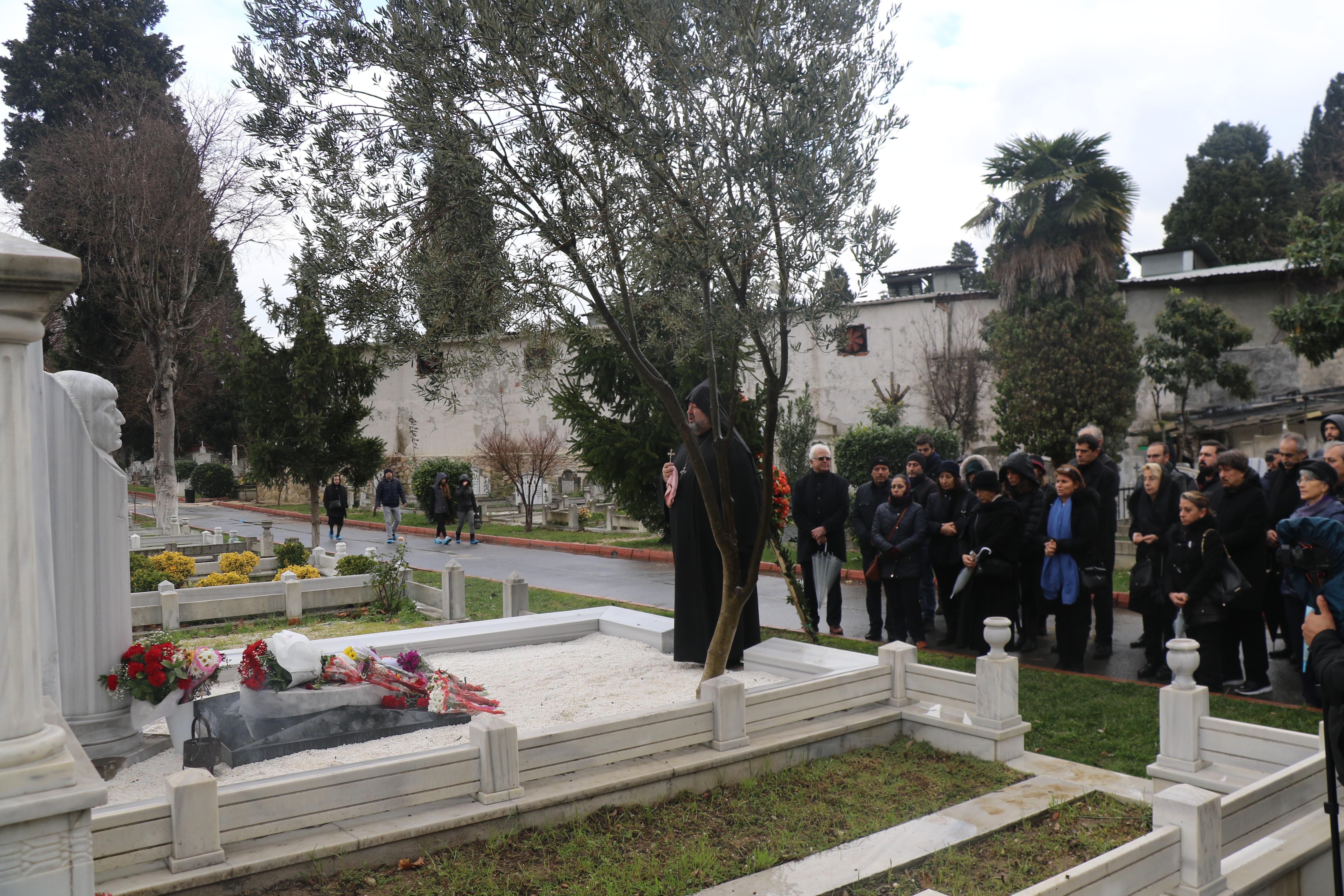 Hrant Dink'in mezarı başında anıldı