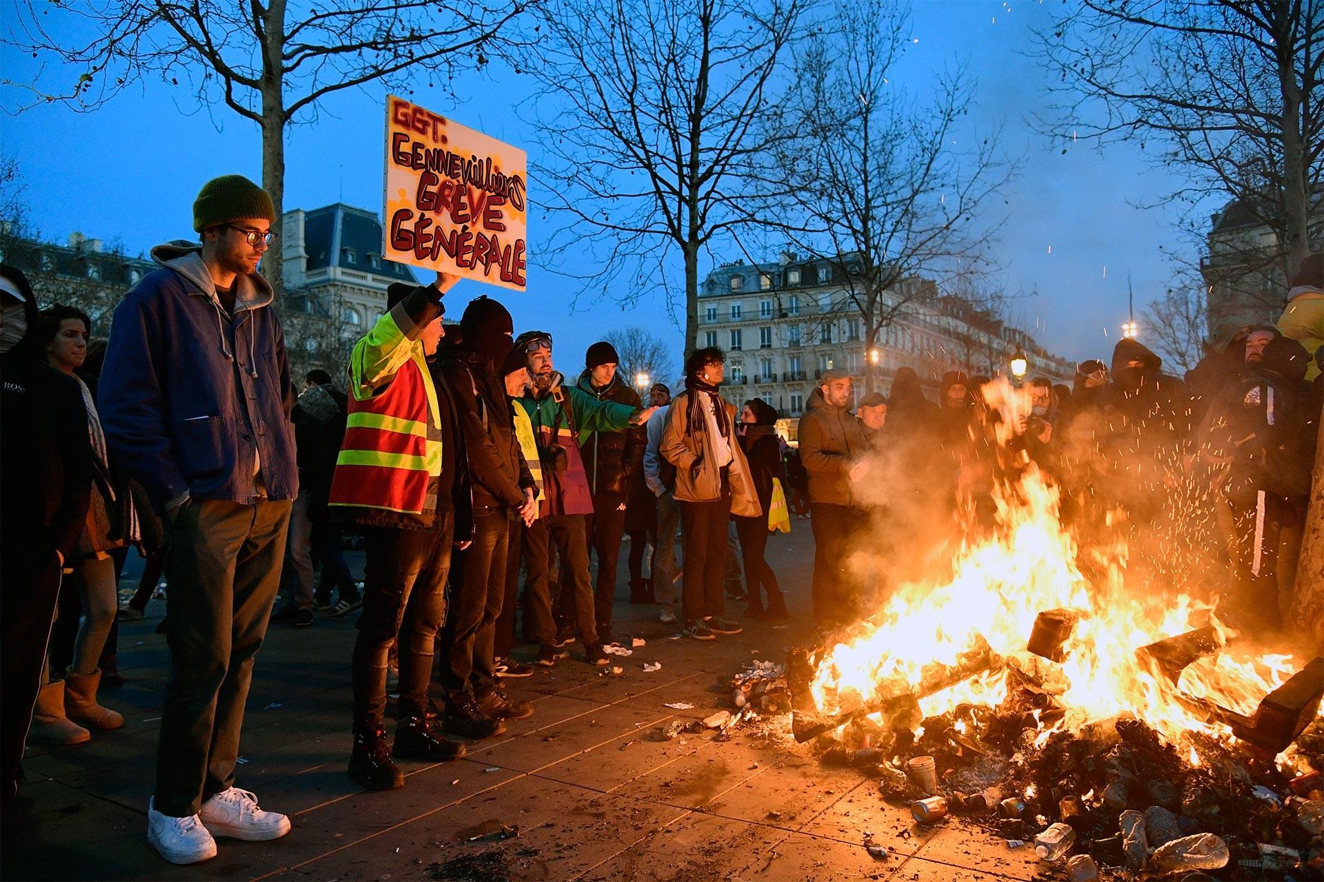 Sarı Yelekliler emeklilik reformunu protesto ederken