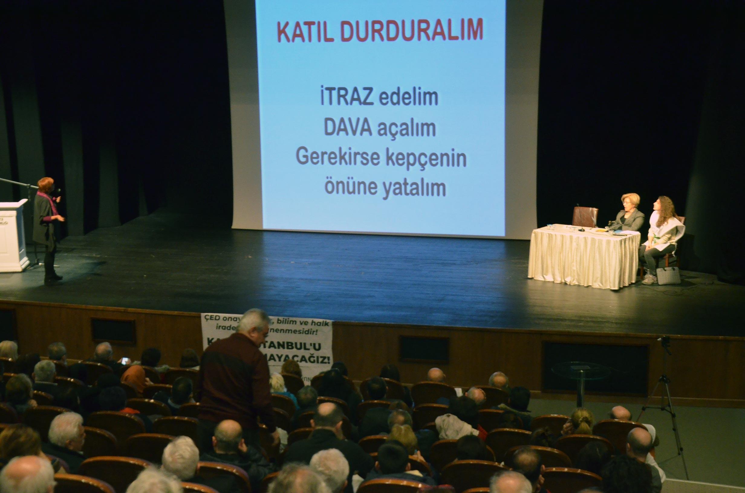 """""""Katili durduralım"""" sloganıyla düzenlenen Kanal İstanbul panelinde sunum yapılıyor"""
