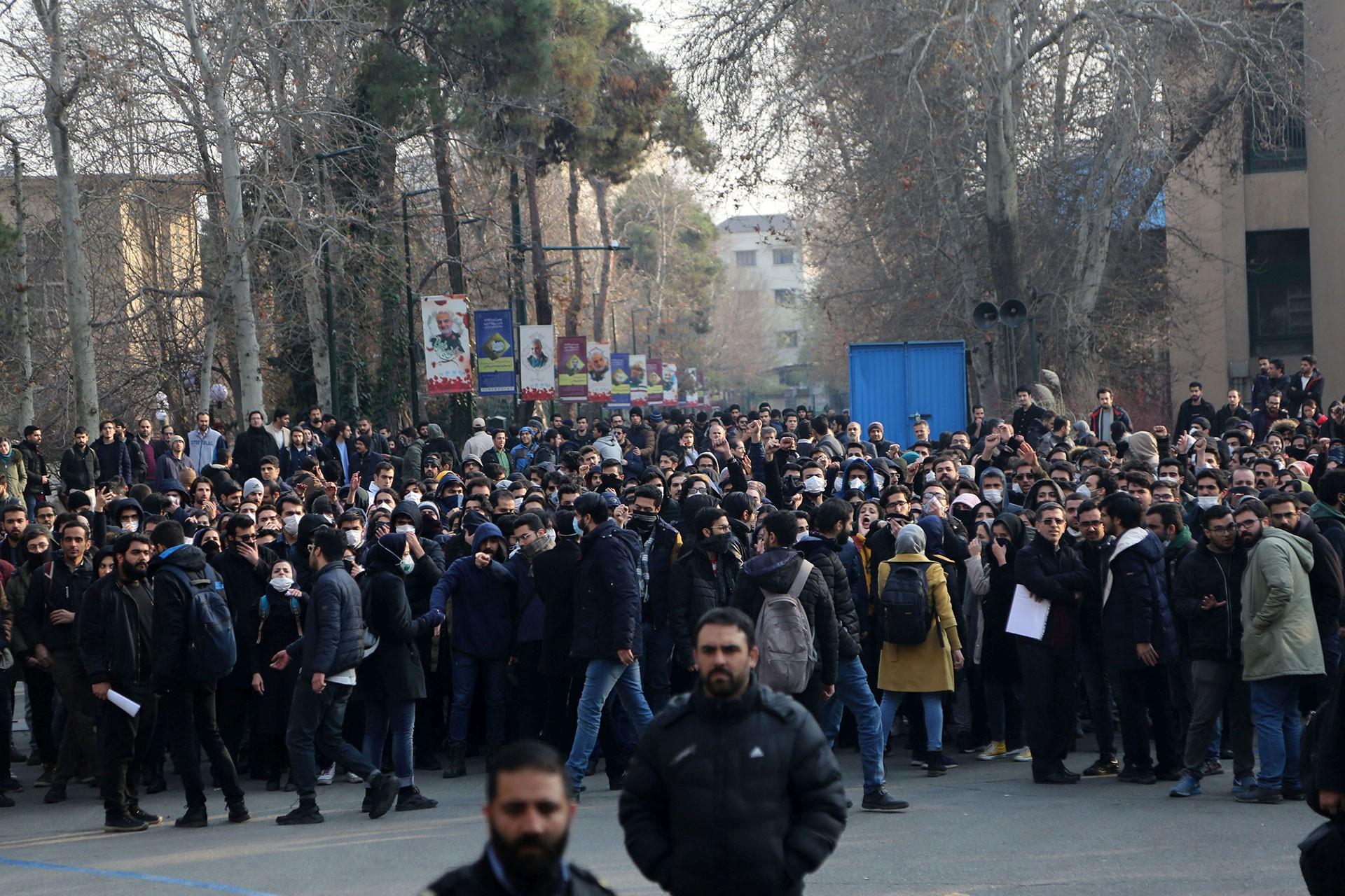İran'da Kasım Süleymani'nin cenaze törenine katılanlar