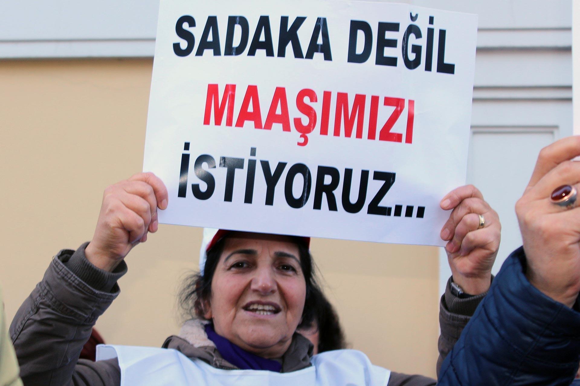 Bakırköy Belediyesi önünde eylem yapan işçi ve emekçiler