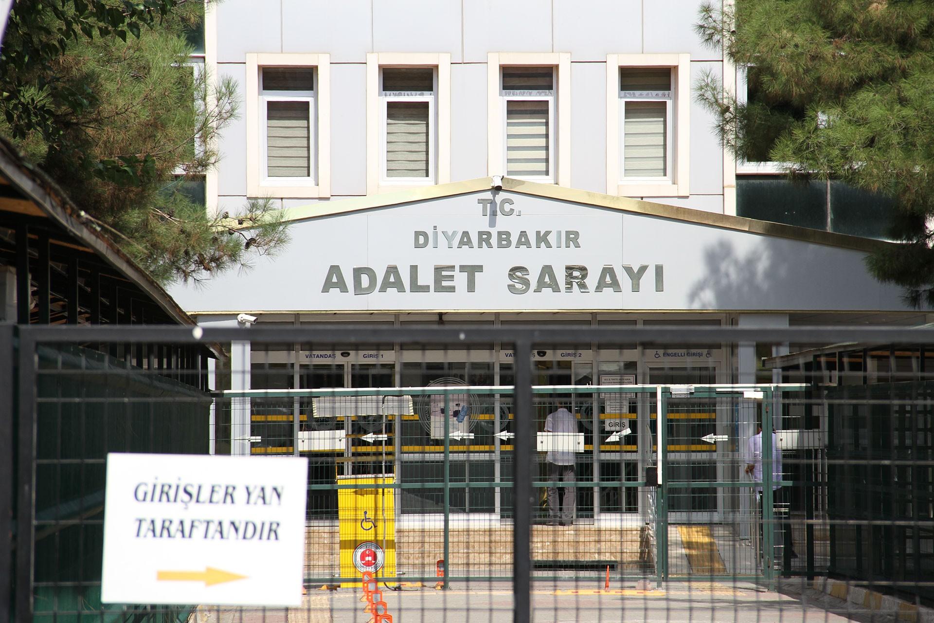 Diyarbakır Adalet Sarayı önü