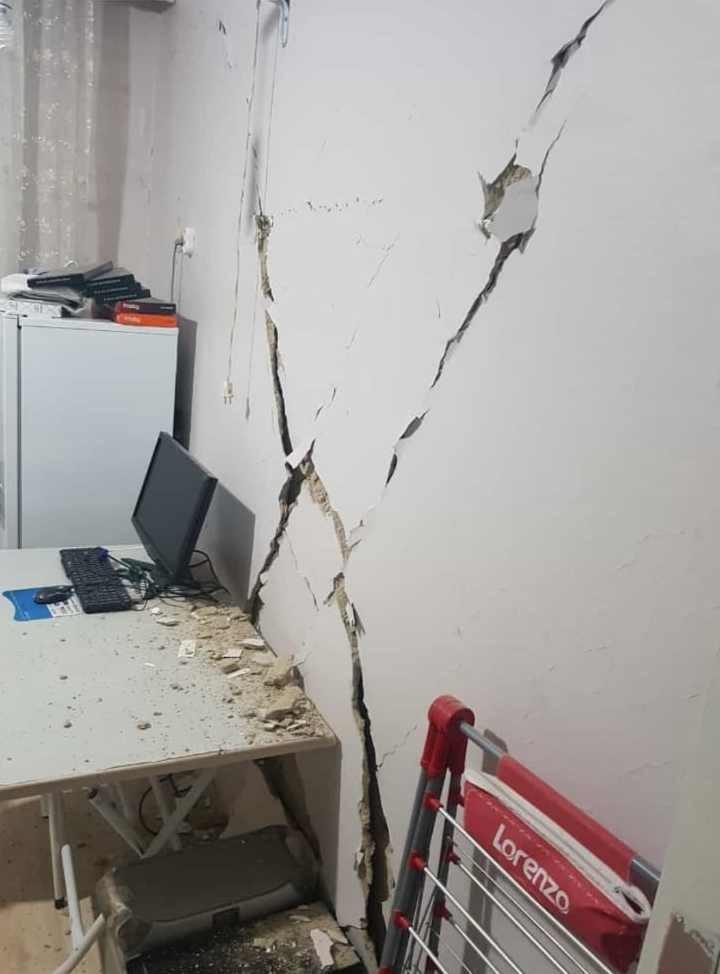 Elazığ Abdullah Paşa Mahallesi'nde deprem nedeniyle hasar gören ev