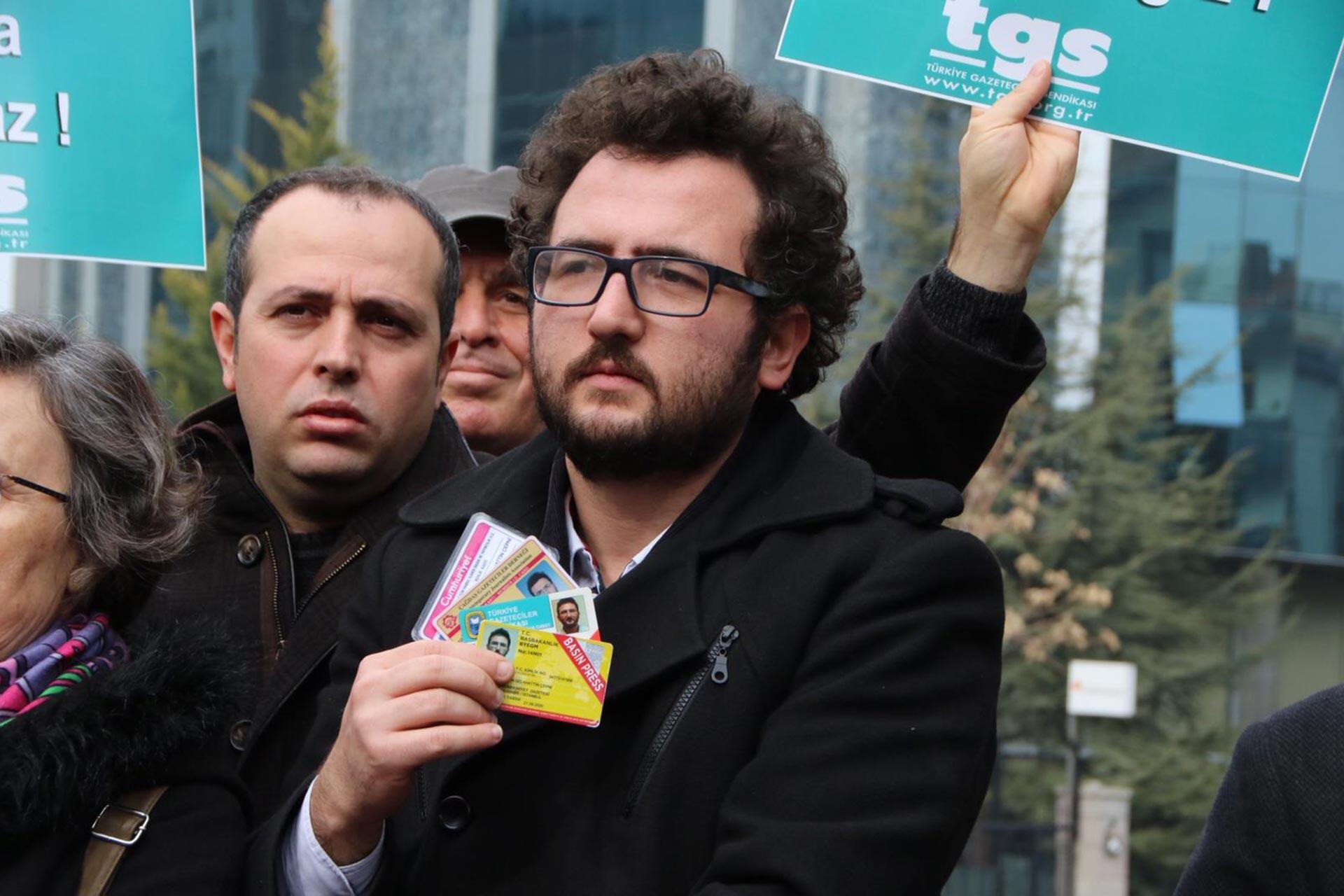 TGS Ankara Şubesi, Cumhurbaşkanlığı İletişim Başkanlığı'nın yüzlerce gazetecinin sarı basın kartını hiçbir gerekçe sunmadan iptal etmesini ve tepkiler üzerine geri adım atarak kartları yeniden kullanıma açmasını sordu