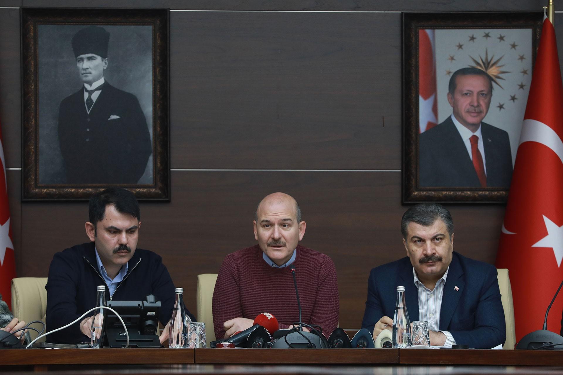 Çevre ve Şehircilik Bakanı Murat Kurum (solda), İçişleri Bakanı Süleyman Soylu (ortada) ve Sağlık Bakanı Fahrettin Koca (sağda)