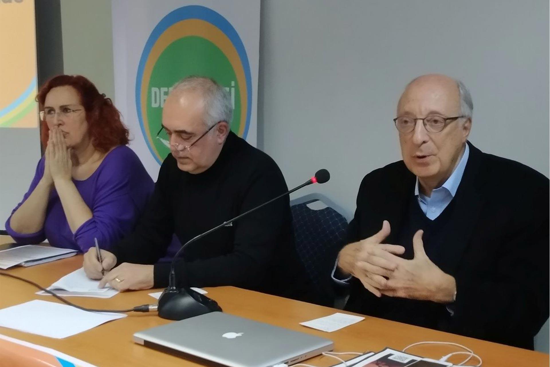 Demokrasi İçin Birlik toplantısı  DİB Sözcüsü Rıza Türmen (sağda)  DİB Koordinasyon Üyesi Bedahet Tosun (ortada)  DİB Koordinasyon Üyesi Nesteren Davutoğlu (solda)