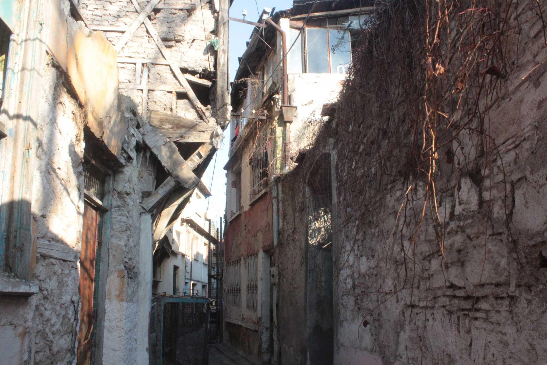 Basmane'nin arka sokaklarındaki tarihi binalar