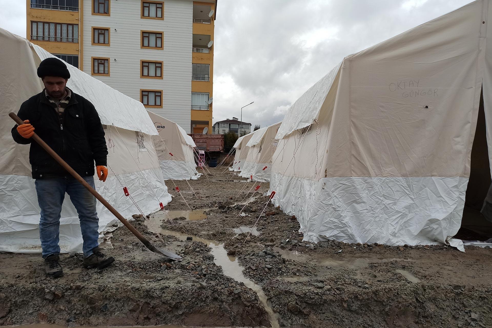 Su basan çadır kent